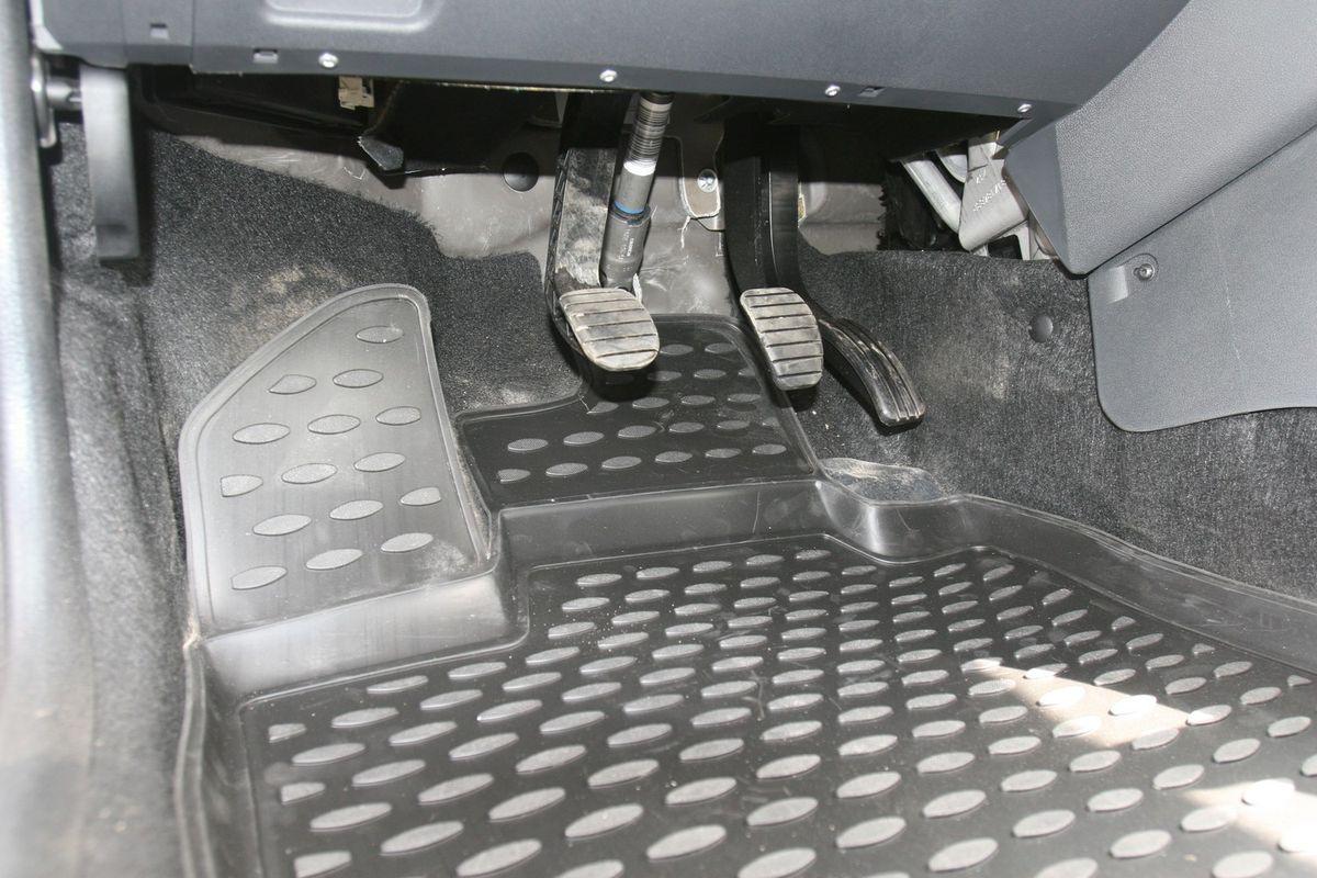 Набор автомобильных ковриков Novline-Autofamily для Lada Largus 2012-, 7 мест, в салон, 5 штNLC.52.26.210kНабор автомобильных ковриков Novline-Autofamily, изготовленный из полиуретана, состоит из 5 ковриков, которые учитывают все особенности каждой модели автомобиля и полностью повторяют контуры пола. Полиуретановые автомобильные коврики для салона произведены из высококачественного материала, который держит форму, прочный и не пачкает обувь. Коврики в салон не только улучшат внешний вид салона вашего автомобиля, но и надежно уберегут его от пыли, грязи и сырости, а значит, защитят кузов от коррозии. Полиуретановые коврики для автомобиля гладкие, приятные и не пропускают влагу. Ковры для автомобилей надежно крепятся на полу и не скользят, что очень важно во время движения. Чистятся коврики очень просто: как при помощи автомобильного пылесоса, так и различными моющими средствами. Набор подходит для Lada Largus 7 мест с 2012 года выпуска.