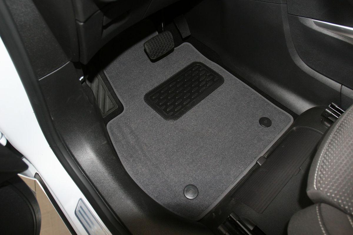 Набор автомобильных ковриков Novline-Autofamily для Opel Zafira Tourer C АКПП 2012-, минивэн, в салон, 6 штNLT.37.29.11.110khНабор автомобильных ковриков Novline-Autofamily, изготовленный из текстиля, состоит из 6 ковриков, которые учитывают все особенности каждой модели автомобиля и полностью повторяют контуры пола. Текстильные автомобильные коврики для салона произведены из высококачественного материала, который держит форму, прочный и не пачкает обувь. Коврики в салон не только улучшат внешний вид салона вашего автомобиля, но и надежно уберегут его от пыли, грязи и сырости, а значит, защитят кузов от коррозии. Текстильные коврики для автомобиля мягкие и приятные, а их основа из вспененного полиуретана не пропускает влагу. Ковры для автомобилей надежно крепятся на полу и не скользят, что очень важно во время движения. Чистятся коврики очень просто: как при помощи автомобильного пылесоса, так и различными моющими средствами. Набор подходит для Opel Zafira Tourer C АКПП минивэн с 2012 года выпуска.