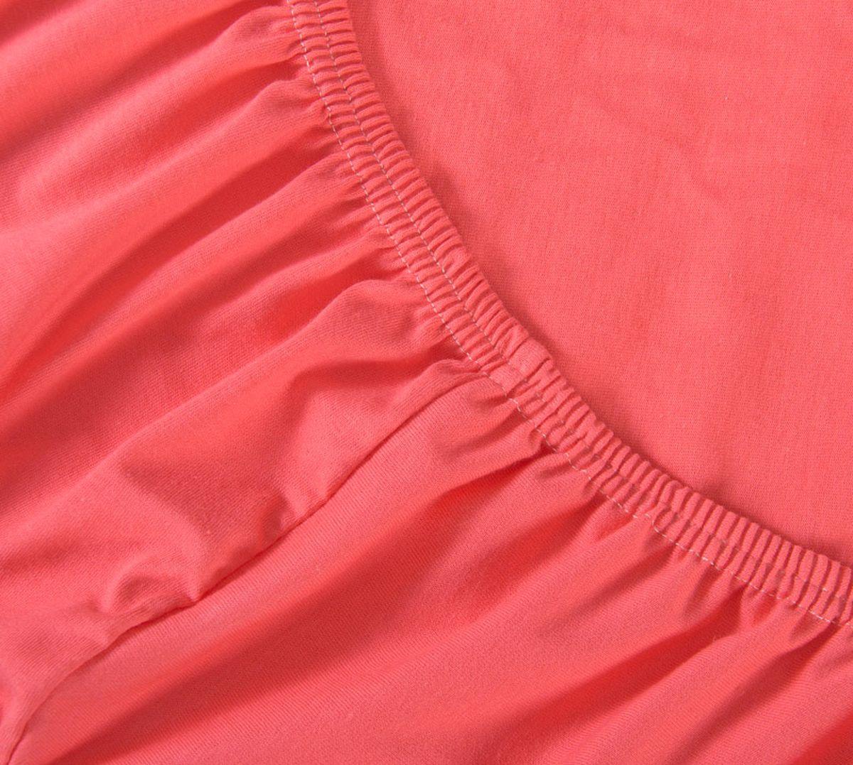 Простыня Текс-Дизайн, на резинке, цвет: коралловый, 180 х 200 х 20 смР014ТПростыня Текс-Дизайн изготовлена из трикотажа высокого качества, состоящего на 100% из хлопка. По всему периметру простыня снабжена резинкой, что обеспечивает комфортный отдых, и избавляет от неприятных ощущений скомкавшейся во время сна изделия. Простыня легко одевается на матрасы высотой до 20 см. Идеально подходит в качестве наматрасника. Трикотаж эластичен и растяжим, практически не мнется и не теряет форму после стирки. И кроме того он очень красиво выглядит и приятен на ощупь.