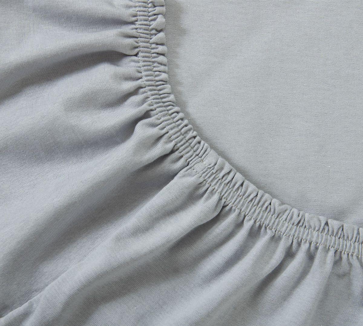 Простыня Текс-Дизайн, на резинке, цвет: серый, 180 х 200 х 20 смР014ТПростыня Текс-Дизайн изготовлена из трикотажа высокого качества, состоящего на 100% из хлопка. По всему периметру простыня снабжена резинкой, что обеспечивает комфортный отдых, и избавляет от неприятных ощущений скомкавшейся во время сна изделия. Простыня легко одевается на матрасы высотой до 20 см. Идеально подходит в качестве наматрасника. Трикотаж эластичен и растяжим, практически не мнется и не теряет форму после стирки. И кроме того он очень красиво выглядит и приятен на ощупь.