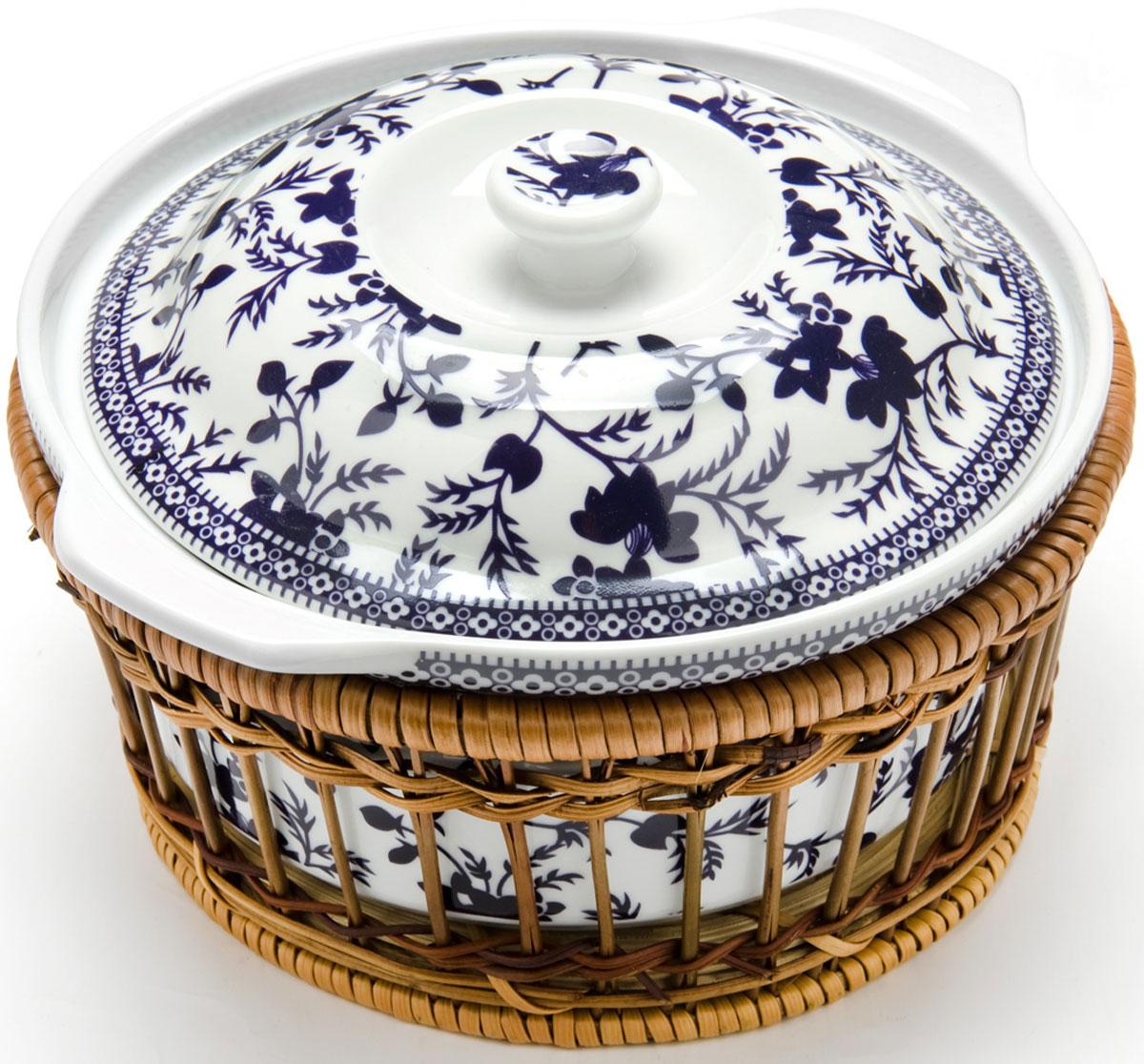 Кастрюля Mayer & Boch, 2,5 л. 2479424794Кастрюля для запекания Mayer & Boch выполнена из высококачественного фарфора белого цвета и оформлена красочным изображением цветов. Кастрюля оснащена удобными ручками и крышкой. Плетеная корзина, в которую вставляется кастрюля, послужит красивой и оригинальной подставкой. Фарфоровая посуда выдерживает высокие перепады температуры, поэтому ее можно использовать в духовке, микроволновой печи, а также для хранения пищи в холодильнике. Можно мыть в посудомоечной машине. Кастрюля Mayer & Boch прекрасно подойдет для запекания овощей, мяса и других блюд, а оригинальный дизайн и яркое оформление украсят ваш стол. Диаметр: 23 см. Объем кастрюли: 25,5 л.
