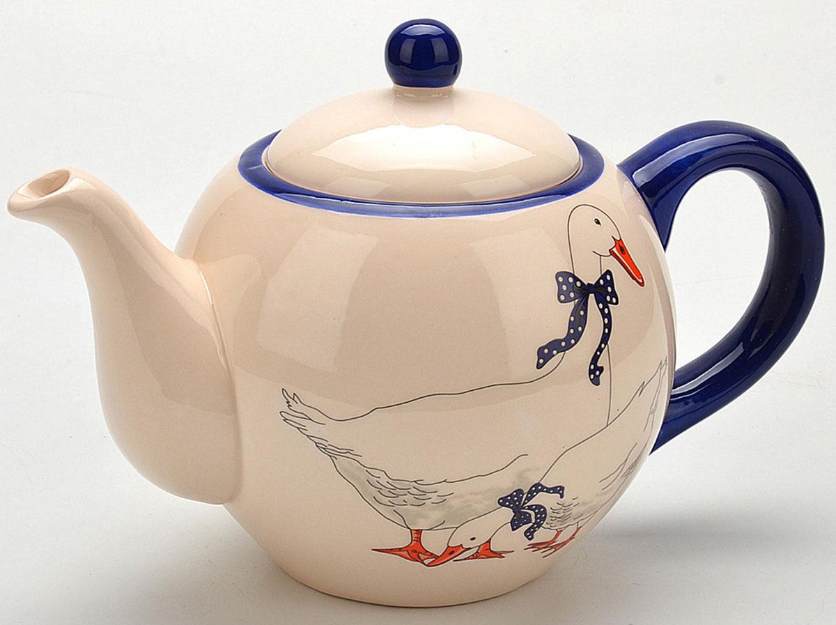 Чайник заварочный Loraine Гуси, 950 мл. 47024702Заварочный чайник Loraine Гуси изготовлен из высококачественной доломитовой керамики. Он имеет изящную форму и красивый дизайн с изображением гусей. Гладкая, идеально ровная поверхность облегчает очистку. Чайник сочетает в себе изысканный дизайн с максимальной функциональностью. Красочность оформления придется по вкусу и ценителям классики, и тем, кто предпочитает утонченность и изысканность. Чайник можно мыть в посудомоечной машине и использовать в микроволновой печи. Диаметр (по верхнему краю): 9 см. Высота (без учета крышки): 11 см.