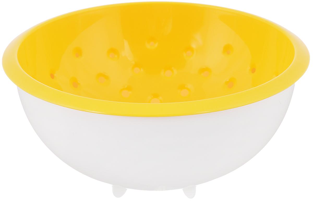 Дуршлаг Tescoma Vitamino, с чашкой, цвет: белый, желтый, диаметр 20 см642792_белый, желтыйДуршлаг Tescoma Vitamino изготовлен из высокопрочного пищевого пластика. Отлично подходит для ополаскивания овощей и фруктов под проточной водой, оставшаяся вода на продуктах стекает в чашу. Обе емкости могут быть использованы отдельно: чаша для приготовления и сервировки салатов или порций фруктов, дуршлаг - для сцеживания макарон, картофеля и т.д. Подходит для мытья в посудомоечной машине и для хранения пищи в холодильнике. Диаметр дуршлага: 20 см. Объем чаши: 2 л. Высота стенки: 10 см.