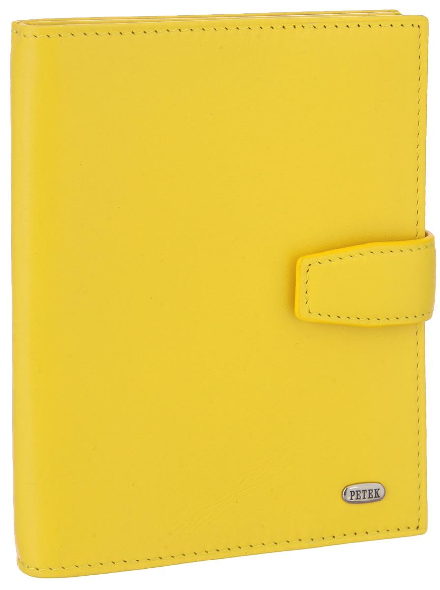 Обложка для паспорта и автодокументов Petek 1855, цвет: желтый. 595.167.96595.167.96 Daisy YellowОбложка для паспорта и автодокументов Petek 1855 выполнена из гладкой натуральной кожи. Внутри имеет отделение для паспорта, два боковых сетчатых кармана и съемный блок из шести прозрачных файлов из мягкого пластика, один из которых формата А5. Обложка закрывается на хлястик с кнопкой. Обложка упакована в фирменную коробку. Изделие сочетает в себе классический дизайн и функциональность. Обложка не только поможет сохранить внешний вид ваших документов и защитит их от повреждений, но и станет стильным аксессуаром, который подчеркнет ваш неповторимый стиль.