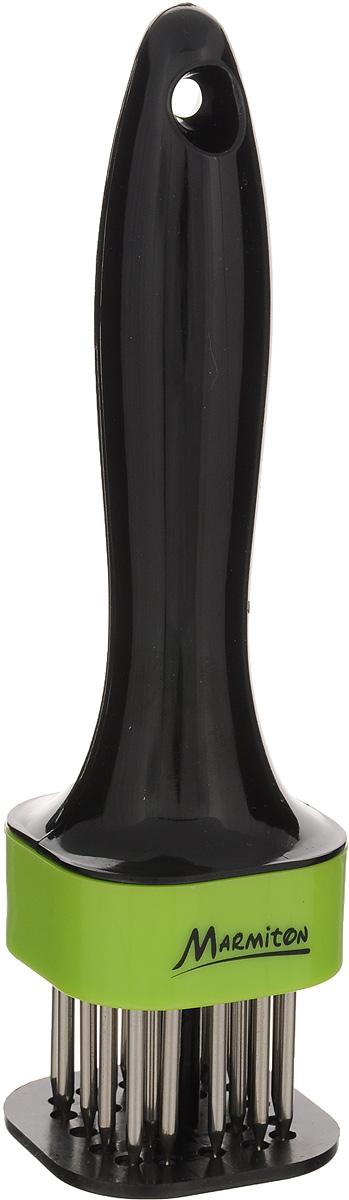 Стейкер для мяса Marmiton, цвет: черный, салатовый, высота 18 см17027_черный, салатовыйСтейкер Marmiton предназначен для прокалывания куска мяса одновременно в нескольких местах. Удобная рукоятка, изготовленная из полистирола, оснащена отверстием для подвешивания на крючок. Стейкер имеет 20 острых шипов, выполненных из нержавеющей стали. Он не производит шума и сохраняет вашу кухню чистой и опрятной. Обработанное таким образом мясо остается сочным, гораздо быстрее жарится и маринуется, что, в конечном счете, улучшает его вкус и экономит ваше время. Общая высота стейкера: 18 см. Длина ручки: 12 см. Длина шипа: 3,2 см.