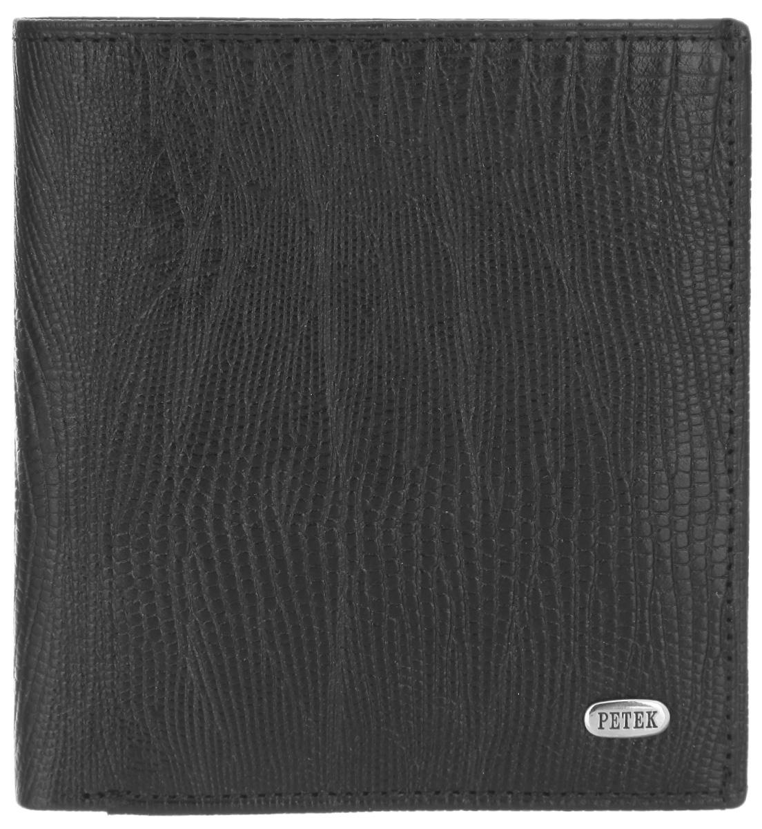 Портмоне мужское Petek 1855, цвет: черный. 212.041.01212.041.01 BlackСтильное мужское портмоне Petek 1855 выполнено из натуральной кожи с тиснением под рептилию. Лицевая сторона оформлена металлической пластиной с гравировкой в виде названия бренда. Изделие раскладывается пополам. Портмоне содержит одно отделение для купюр, шесть кармашков для визиток и пластиковых карт, прорезной карман с сетчатым окошечком, сетчатый карман и два потайных кармана. Портмоне упаковано в фирменную коробку. Такое портмоне станет отличным подарком для человека, ценящего качественные и стильные вещи.