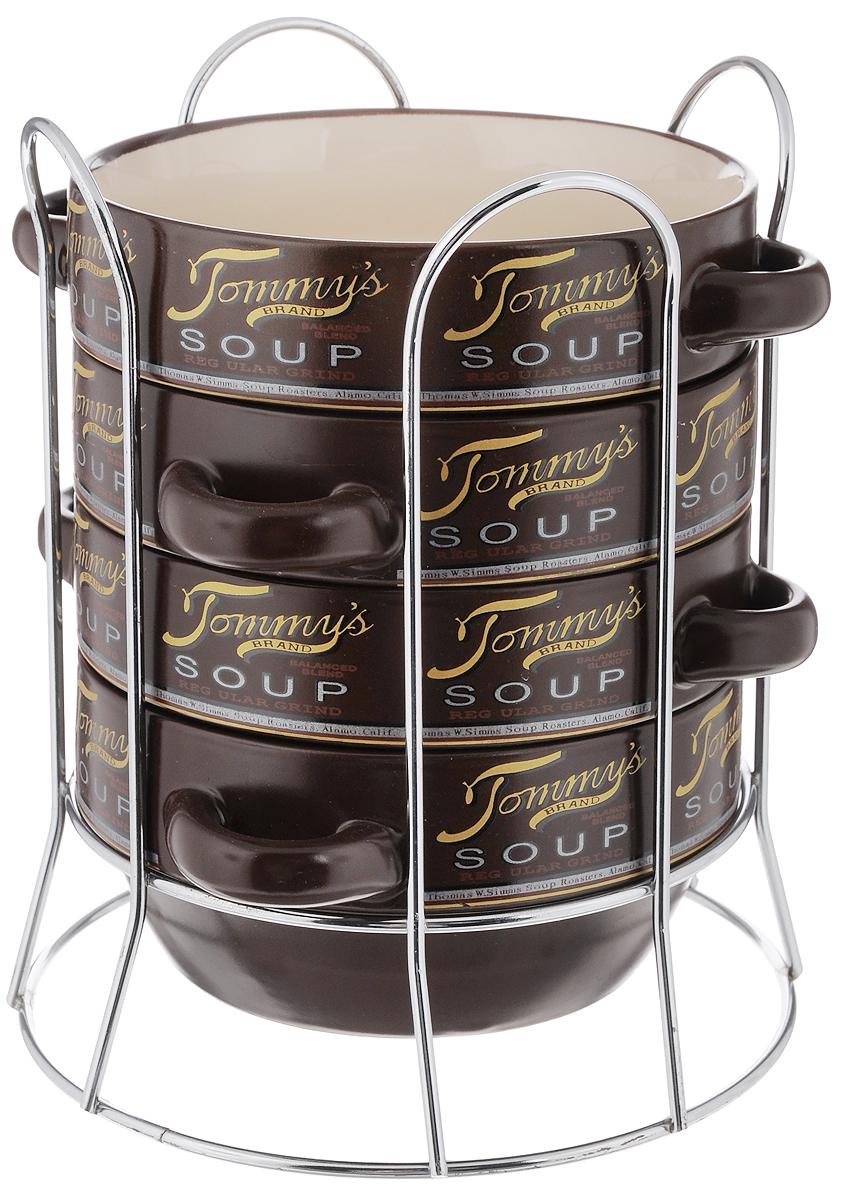 Набор супниц Loraine, 5 предметов. 2128221282Набор Loraine включает в себя 4 супницы, выполненные из высококачественной керамики. Набор прекрасно подходит для подачи супов, бульонов и других блюд. Элегантный дизайн с разнообразными изображениями и надписями отлично впишется в интерьер любой кухни. Супницы компактно размещаются на подставке из хромированного металла с резными вставками по бокам. Такой набор подчеркнет стиль и индивидуальность вашей кухни, а также оригинально дополнит обеденную сервировку стола. Можно использовать в микроволновой печи, в холодильнике, а также мыть в посудомоечной машине. Объем супницы: 420 мл. Диаметр супницы (по верхнему краю): 14 см. Диаметр дна супницы: 10 см. Высота супницы: 7 см. Размер подставки: 17 х 17 х 20 см.