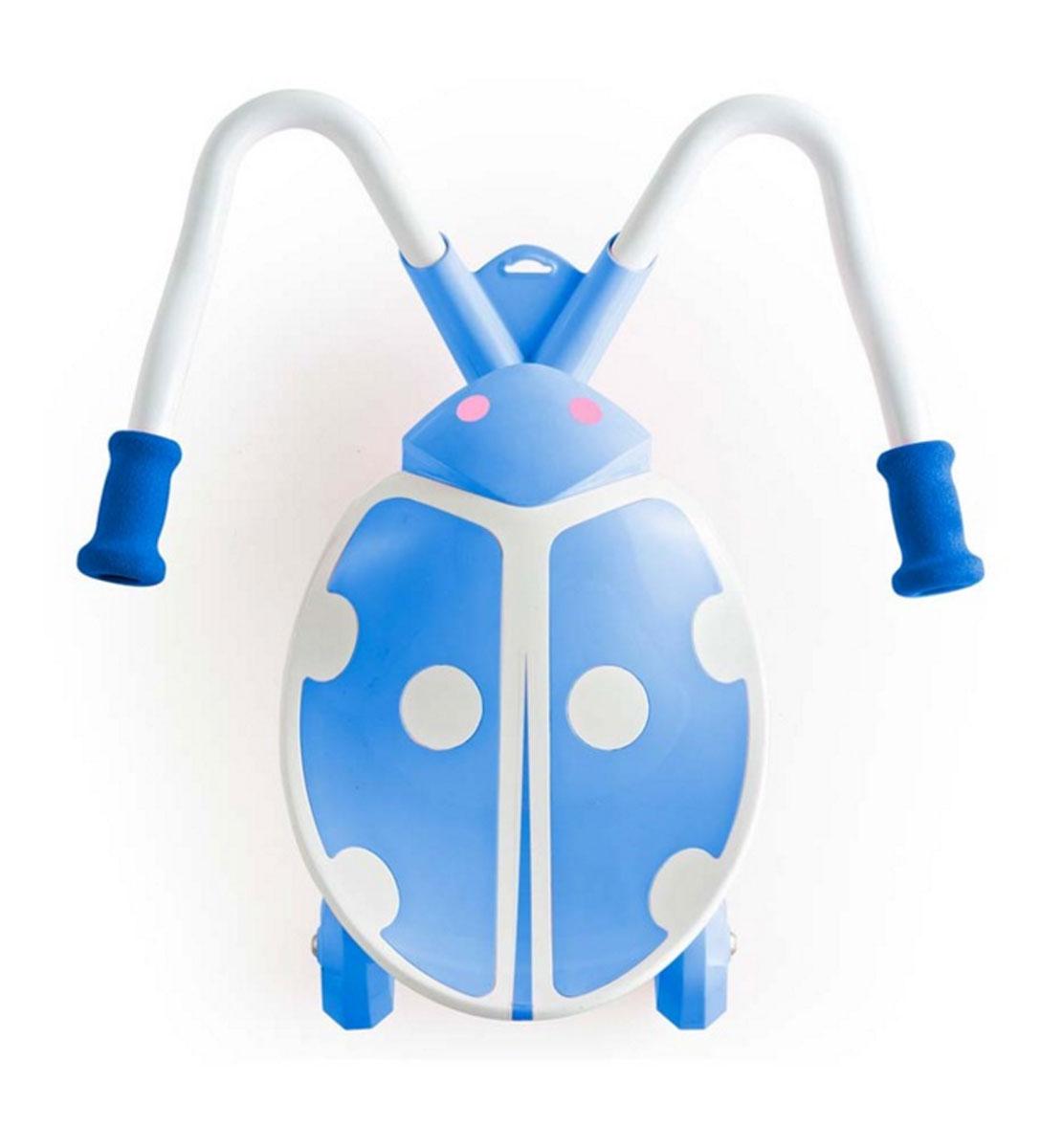 Детский скутер JD BUG TC-60 KIDZ SWAYER MINI, синийTC-60 KIDZ SWAYER MINIДетский скутер JD Bug TC-60 – Mini Kid SWAYER (синий) Новое изобретение Jd Bug станет настоящим хитом на улицах Москвы, Kidz Swayer отлично подойдет детям, которые любят движение и скорость. Забавный беговел доставит много удовольствия маленькому гонщику и в то же время поможет малышу развивать координацию движений. JD Bug TC-60 – Mini Kid SWAYER - это новый детский сидячий скутер в форме божьей коровки, он имеет широкое пластиковое сиденье и изогнутый стальной руль с мягкими рукоятками. Для того, чтобы привести скутер в движение ребенку необходимо сесть в седло, поставить ноги на основание руля и попеременно нажимать ногами, держа рукоятки в руках для контроля направления. Ребенку не нужно отталкиваться от земли, скутер покатится за счет движения подвижных мягких колес. Дети очень быстро учатся кататься на этом самокате, достаточно просто посадить ребенка на него и он интуитивно понимает, что ему надо делать и сразу же начинает наворачивать круги. Swayer очень легкий, благодаря...