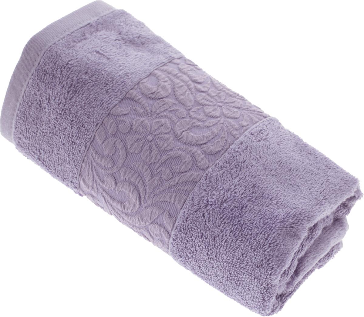Полотенце бамбуковое Issimo Home Valencia, цвет: фиолетовый, 50 x 90 см4788Полотенце Issimo Home Valencia выполнено из 60% бамбукового волокна и 40% хлопка. Таким полотенцем не нужно вытираться - только коснитесь кожи - и ткань сама все впитает. Такая ткань впитывает в 3 раза лучше, чем хлопок. Несмотря на высокую плотность, полотенце быстро сохнет, остается легкими даже при намокании. Изделие имеет красивый жаккардовый бордюр, оформленный цветочным орнаментом. Благородные, классические тона создадут уют и подчеркнут лучшие качества махровой ткани, а сочные, яркие, летние оттенки создадут ощущение праздника и наполнят дом энергией. Красивая, стильная упаковка этого полотенца делает его уже готовым подарком к любому случаю.