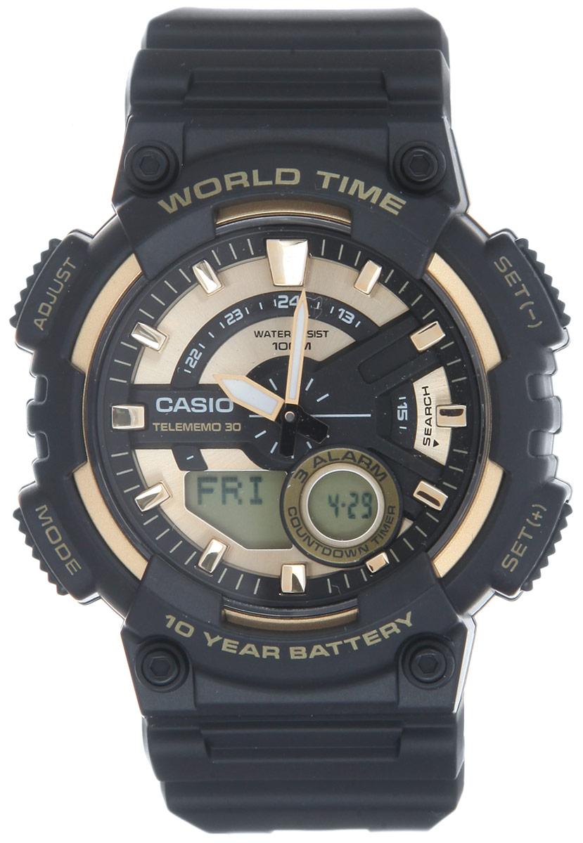 Часы наручные мужские Casio Collection, цвет: черный, золотой. AEQ-110BW-9AAEQ-110BW-9AМногофункциональные мужские часы Casio Collection, выполнены из пластика, металлического сплава и полимерного материала. Корпус часов оформлен символикой бренда. Часы оснащены ударопрочным корпусом с электронно-механическим механизмом, имеют степень влагозащиты равную 10 BAR. Браслет часов оснащен застежкой-пряжкой, которая позволит с легкостью снимать и надевать изделие. Корпус часов оснащен стрелками с светящимся составом. Дополнительные функции: таймер, будильник, функция повтора будильника, секундомер, функция мирового времени, автоматический календарь, отображение времени в 12-часовом или 24-часовом формате. Часы дополнены оригинальной и практичной функцией записная книжка, которая позволит сохранить 30 записей. Каждая запись может включать в себя текст из 8 букв и 12 цифр. Часы поставляются в фирменной упаковке. Многофункциональные часы Casio Collection подчеркнут отменное чувство стиля своего обладателя.