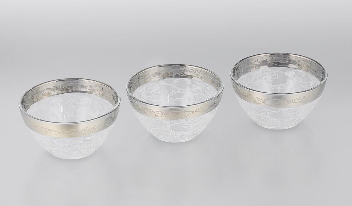 Набор салатников Гусь-Хрустальный Шарм, диаметр 11 см, 3 шт1322/04Набор Гусь-Хрустальный Шарм состоит из 3 глубоких салатников, выполненных из высококачественного натрий-кальций-силикатного стекла. Изделия оформлены красивым зеркальным покрытием и белым матовым орнаментом. Такие салатники прекрасно подходят для сервировки различных закусок, подачи салатов из свежих овощей, фруктов и многого другого. Набор Гусь-Хрустальный Шарм прекрасно оформит праздничный стол и удивит вас изысканным дизайном. Уважаемые клиенты! Обращаем ваше внимание на незначительные изменения в дизайне товара, допускаемые производителем. Поставка осуществляется в зависимости от наличия на складе.