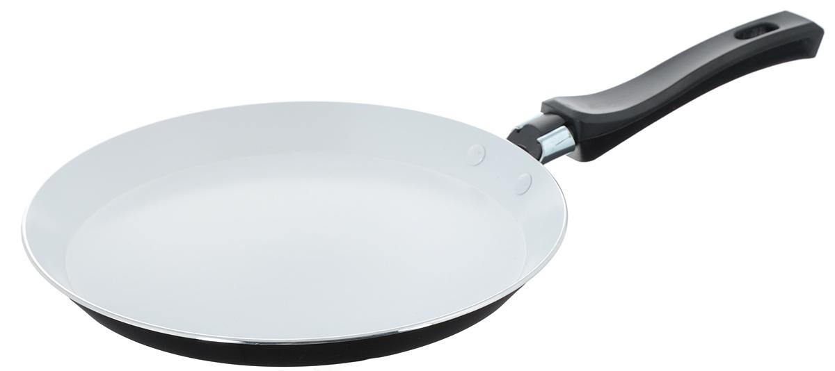 Сковорода для блинов Mayer & Boch, с керамическим покрытием, цвет: черный. Диаметр 22 см. 2015820158Сковорода Mayer & Boch, изготовленная из алюминия с высококачественным керамическим покрытием, прекрасно подойдет для жарки блинов и оладий. Керамика не содержит вредных примесей ПФОК, что способствует здоровому и экологичному приготовлению пищи. Толщина покрытия более 40 микрон, что говорит о его повышенных антипригарных свойствах. Покрытие обладает высокой прочностью, устойчиво к высокотемпературным режимам и истиранию керамического слоя при ежедневном использовании. Увеличенная толщина дна и стенки продлевает срок службы изделия относительно аналогов. Ровное, плоское дно в сочетании с внешним термостойким стеклокерамическим покрытием позволяет использовать сковороду на современных электрических и газовых плитах. В отличие от жаропрочной краски, такое покрытие обеспечивает легкий уход за посудой. Гладкая, идеально ровная поверхность сковороды легко чистится, ее можно мыть в воде руками или вытирать полотенцем. Эргономичная ручка...