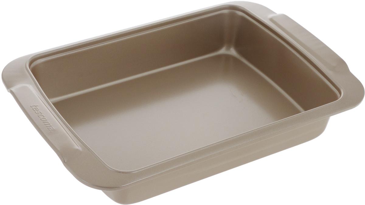 Противень для выпечки Tescoma Gold, прямоугольный, с антипригарным покрытием, 32 х 22 см623520Глубокий противень Tescoma Gold, выполненный из высококачественной нержавеющей стали с антипригарным покрытием, идеально подойдет для приготовления домашней выпечки. Технология антипригарного покрытия способствует оптимальному распределению тепла. Противень легко чистить и мыть. Подходит для использования в духовом шкафу, в электрических, и газовых плитах. Размер противня (с учетом ручек): 32 х 22 х 5,7 см. Внутренний размер противня: 26 х 19 х 5,6 см.