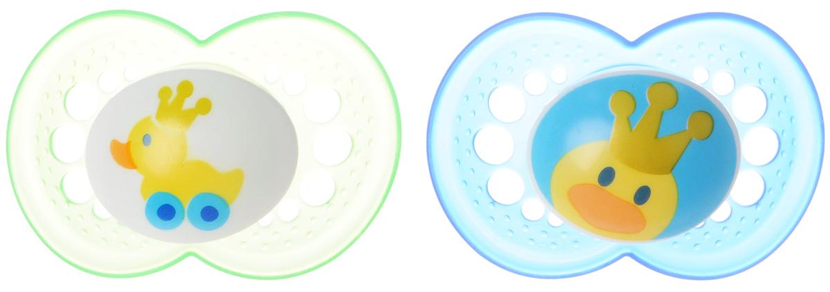MAM Пустышка силиконовая ортодонтическая Original от 6 до 16 месяцев цвет зеленый синий 2 шт6037/9Силиконовая пустышка MAM Original предназначена для детей от 6 до 16 месяцев. Размер соски разработан в соответствии с возрастом ребенка. Ортодонтическая форма соски способствует естественному развитию неба и челюсти. Форма нагубника повторяет форму рта и обеспечивает удобство при движении нижней челюсти. Дополнительную безопасность обеспечивают вентиляционные отверстия. Все материалы абсолютно безопасны для здоровья ребенка. В наборе 2 пустышки. Поставляются в удобной пластиковой коробке, которая подойдет для стерилизации и транспортировки. Силиконовая пустышка MAM Original - это модный аксессуар, сочетающий качество, функциональность и положительные эмоции. Не содержит бисфенол А.