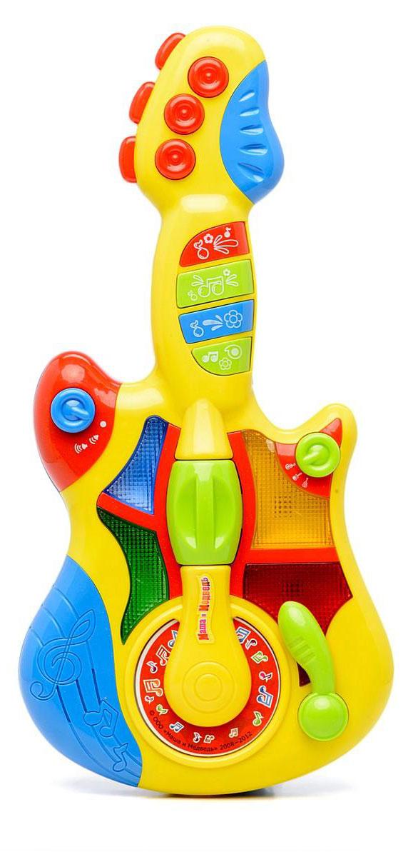 Умка Электрогитара Маша и МедведьWD3646Электрогитара Умка Маша и Медведь непременно понравится вашему ребенку и не позволит ему скучать. Она выполнена из прочного и яркого пластика. Данное изделие сможет стать первым музыкальным инструментом юного композитора или рок-певца. На гитаре можно услышать песенки из мультфильма, увидеть световые эффекты, а также воспользоваться переключателем режимов и регулировкой громкости. Электрогитара способствует развитию творческого мышления, музыкальной памяти, моторики, воображения, артистизма, слуха и зрения, а также концентрации внимания. Рекомендуется докупить 3 батарейки напряжением 1,5V типа АА (товар комплектуется демонстрационными).