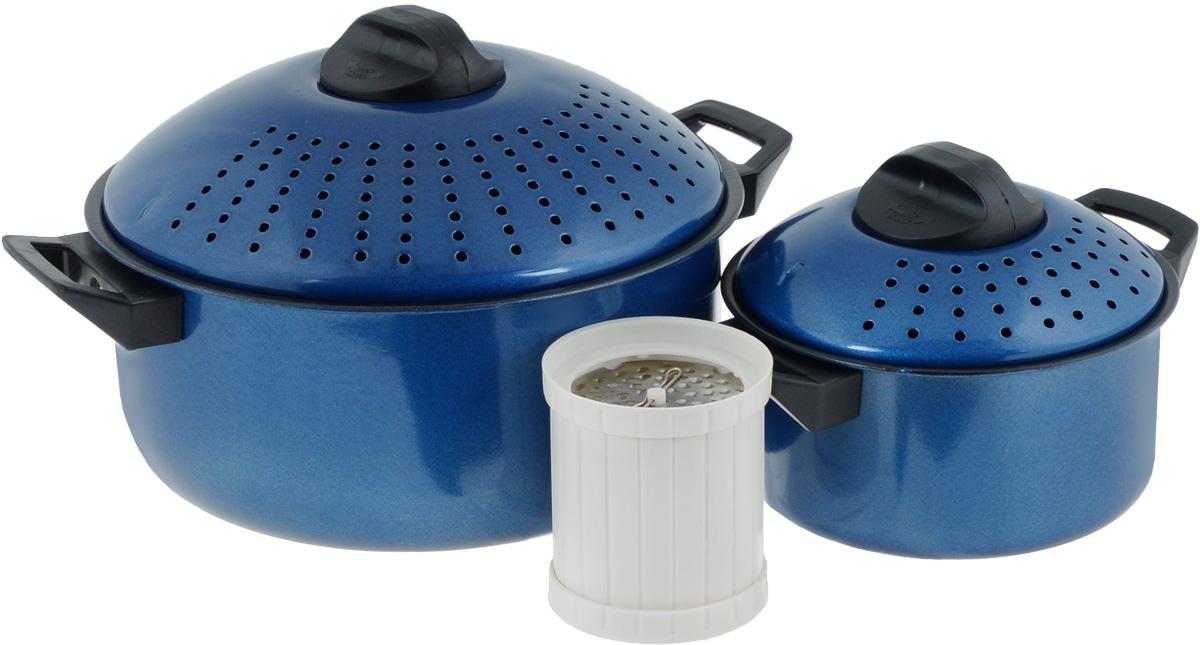 Набор кастрюль для приготовления макаронных изделий Mayer & Boch, с крышками, с антипригарным покрытием, цвет: синий, 5 предметов. 39923992-2Набор Mayer & Boch состоит из двух кастрюль разного объема. Изделия выполнены из высококачественного металла с антипригарным покрытием. Крышки выпуклой формы снабжены отверстиями для слива жидкости. Ненагревающиеся термостойкие ручки из бакелита обеспечат безопасный и удобный хват. В комплект входит специальная терка для сыра. Такой набор предназначен специально для варки спагетти, овощей и других блюд, которые нуждаются в процеживании. Внешняя и внутренняя обработка поверхности гарантирует элегантный внешний вид, а также простое и быстрое мытье. Кастрюли подходят для всех типов плит, включая индукционные. Можно мыть в посудомоечной машине. Объем кастрюль: 2 л; 4 л. Диаметр кастрюль: 18 см; 26 см. Ширина кастрюль с учетом ручек: 23 см; 33 см. Высота стенок кастрюль: 9 см; 12 см. Высота кастрюль с учетом крышек: 13,5 см; 18 см. Размер терки: 8 х 8 х 9,5 см.