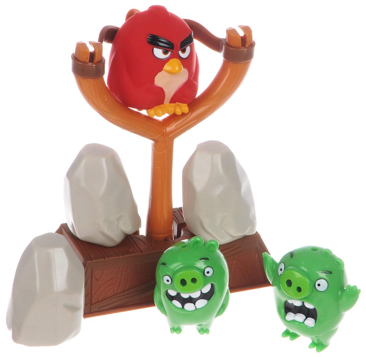 Angry Birds Игровой набор Тир сердитых птичек90504_три птичкиЗамечательный игровой набор Angry Birds Тир сердитых птичек создан специально для фанатов популярной игры и мультфильма. Сюжет тот же, что и для смартфонов. Из специальных блоков нужно изготовить постройку для поросят и с помощью рогатки стрелять в них птичкой Рэдом. Цель игры - сбить птичкой всех свинок. Набор выполнен из качественного и безопасного пластика. Игровой набор понравится не только поклонникам популярнейшей компьютерной игры Angry Birds, но и всем детям без исключения, ведь рушить постройки поросят не в виртуальном, а в реальном мире очень весело!