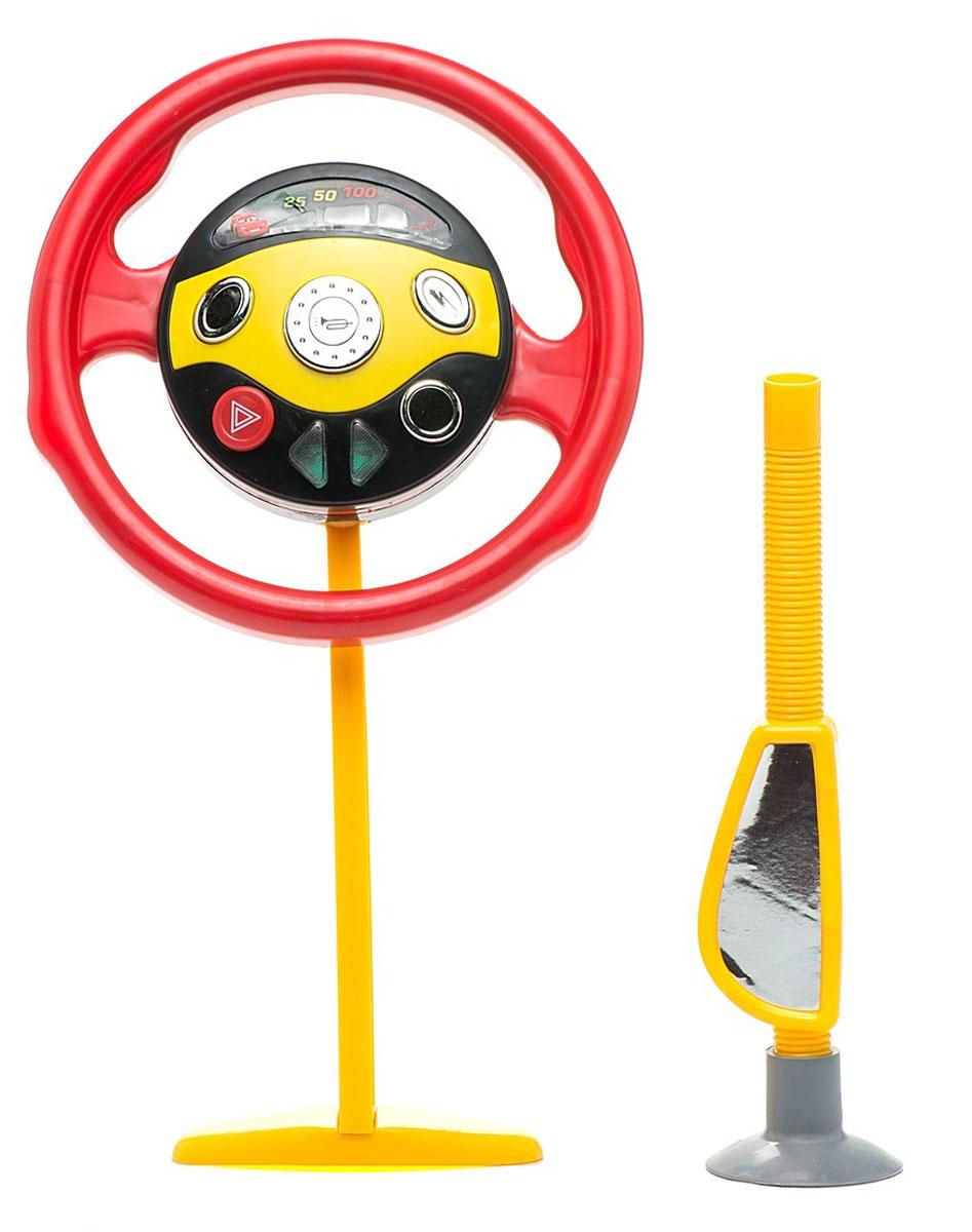 Играем вместе Руль ТачкиB235840-R1Руль Играем вместе Тачки со световыми и звуковыми эффектами не оставит равнодушным вашего юного автолюбителя. Теперь ваш ребенок сможет фантазировать и представлять себя водителем в любом месте: и дома, сидя на стуле, и на заднем сиденье автомобиля во время поездки. Руль имеет специальную присоску на стекло. На руле имеется множество интересных кнопочек и подвижных элементов, которые заинтересуют вашего малыша. Ребенок с удовольствием будет трогать, нажимать на них, двигать их. Также малыш сможет слушать знаменитую песенку из мультфильма Тачки. У игрушки имеется зеркало бокового обзора, чтобы добавить игре реалистичности. Рекомендуется докупить 3 батарейки напряжением 1,5V типа АА (товар комплектуется демонстрационными).
