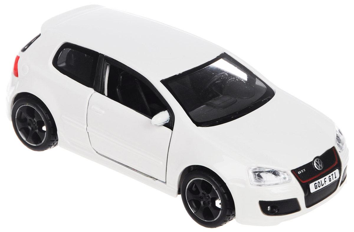 Bburago Модель автомобиля Volkswagen Golf GTI цвет белый18-43000_белыйМодель автомобиля Bburago Volkswagen Golf GTI будет отличным подарком как ребенку, так и взрослому коллекционеру. Благодаря броской внешности, а также великолепной точности, с которой создатели этой модели масштабом 1:32 передали внешний вид настоящего автомобиля, модель станет подлинным украшением любой коллекции авто. Машинка будет долго служить своему владельцу благодаря металлическому корпусу с элементами из пластика. Дверцы машины открываются, прорезиненные шины обеспечивают отличное сцепление с любой поверхностью пола. Модель автомобиля Bburago Volkswagen Golf GTI обязательно понравится вашему ребенку и станет достойным экспонатом любой коллекции.