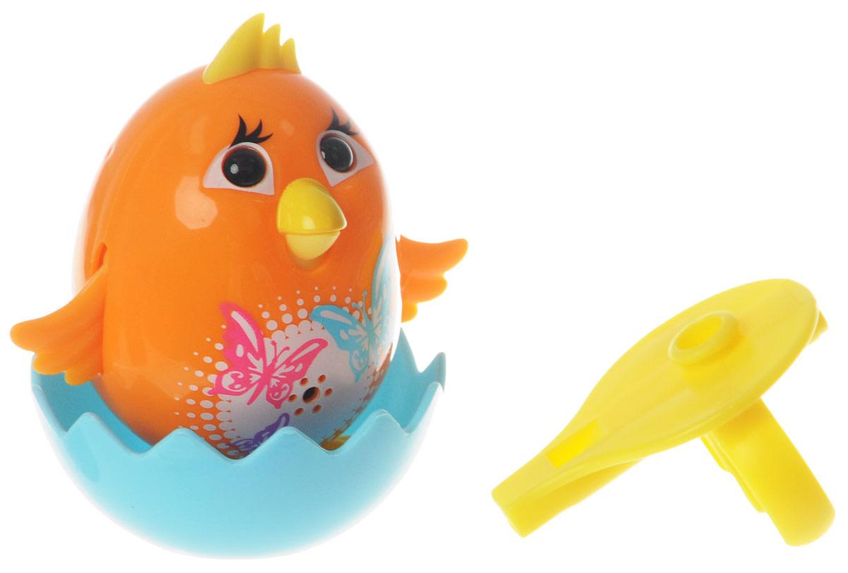 DigiFriends Интерактивная игрушка Цыпленок с кольцом цвет оранжевый88280_оранжевыйУ вас есть шанс получить уникального домашнего питомца - поющую птичку. Не каждый может похвастаться этим. Интерактивная игрушка DigiFriends Цыпленок с кольцом - это умная интерактивная птичка, которая будет развлекать вас различными мелодиями, пением и ритмичными движениями. Для активизации птички необходимо подуть на нее. Чтобы активировать режим проигрывания мелодий достаточно посвистеть в свисток, который имеется в комплекте. Игрушка издает 55 вариантов мелодий и звуков. Кольцо-свисток может служить как переносной насест для птички. Ребенок может надеть кольцо на два пальца, закрепить там игрушку и свободно играть. Птичка устойчива на любой ровной поверхности. Игрушка может поворачивать голову и шевелить клювом в такт мелодии. Игрушка работает в двух режимах: соло и хор. Можно синхронизировать неограниченное количество птичек или других персонажей DigiFriends. Главным в хоре становится персонаж, которого включили первым. Такая игрушка станет незабываемым подарком...