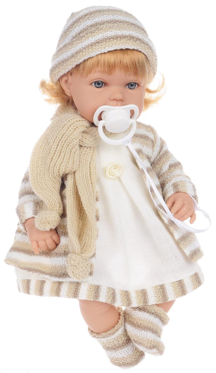 Arias Пупс озвученный Elegance цвет наряда бежевыйТ58645Куклы Arias коллекции Elegance, изготовленные в Испании, это куклы превосходного качества и высокой детализации исполнения каждой части. Они действительно элегантны и тем самым притягательны с первого взгляда. Эта кукла с мягконабивным телом одета в платье, вязаное пальто, шапочку, шарфик и носочки ручной работы. Если нажать на мягкий животик куклы, она засмеется и произнесет слова Мама, Папа. Ручки и ножки куклы подвижные, глазки не закрываются. К игрушке прилагается пустышка на текстильной ленточке. Благодаря играм с куклой, ваша малышка сможет развить фантазию и любознательность, овладеть навыками общения и научиться ответственности, а дополнительные аксессуары сделают игру еще увлекательнее. Порадуйте свою принцессу таким прекрасным подарком! Рекомендуется докупить 3 батарейки типа LR44 (товар комплектуется демонстрационными).