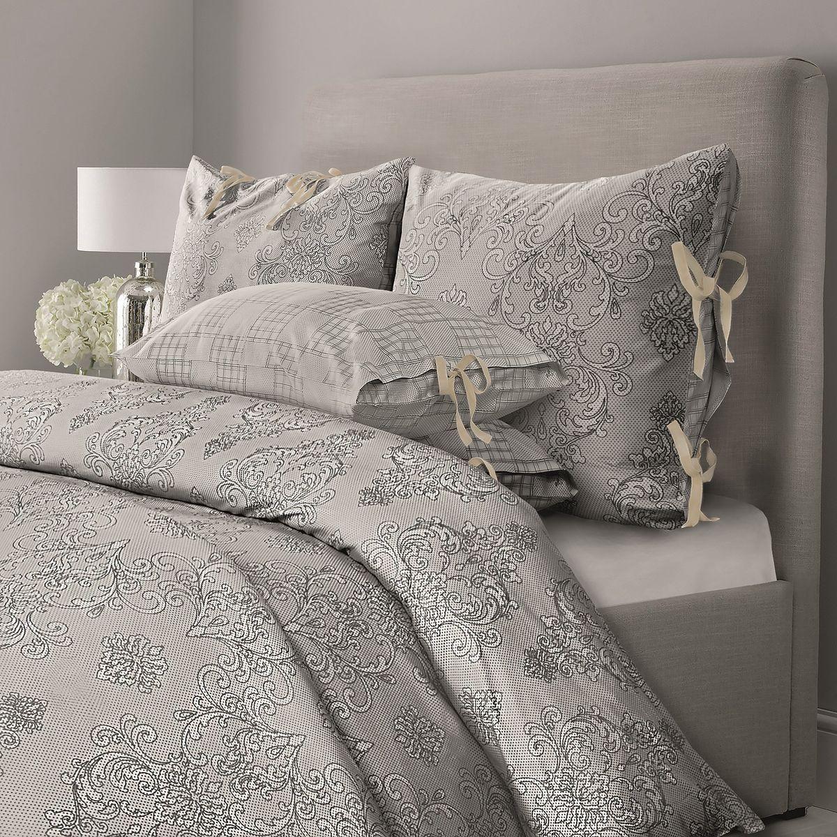 Комплект белья Mona Liza Chalet, семейный, наволочки 50x70, цвет: грозовой синий5760/2Комплекты постельного белья, подушки и одеяла выполнены в современном евростиле. Лаконичность рисунка, сдержанный колорит, элегантность, легкость и благородство — вот основные отличия CHALET. Трендовые полутона действуют расслабляющее и умиротворяюще, Ваш интерьер получится мягким, теплым, «припудренным», в нем будут царить уют и спокойствие.