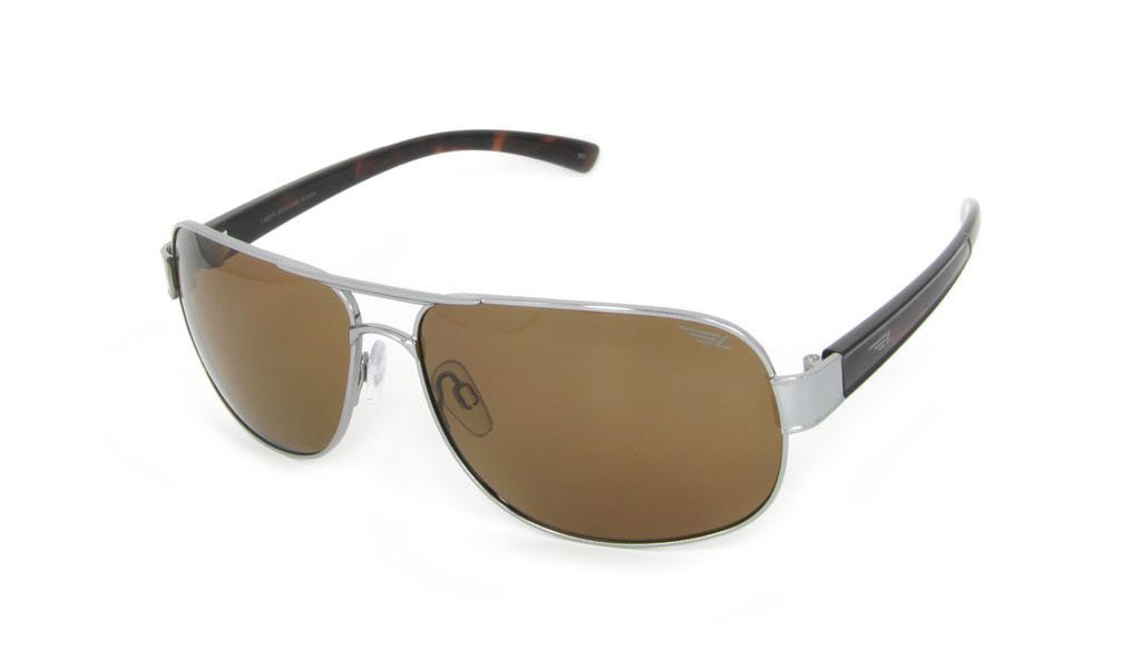 Очки поляризационные Legna, цвет: коричневый. S7213CS7213CСтильные солнцезащитные очки Legna сделают приятной прогулку в жаркий солнечный полдень. Их также по достоинству оценят водители, так как эта модель очков оснащена уникальными поляризационными линзами, которые задерживают раздражающие блики, что гарантирует полный зрительный комфорт и, как результат, повышенную безопасность. Высокоэффективный встроенный УФ фильтр обеспечивает совершенную защиту от вредных ультрафиолетовых лучей Кроме того, это эффектный аксессуар, который наверняка станет «изюминкой» вашего индивидуального стиля. Оправа не только красивая, но и прочная, а линзы со временем не покроются мелкими царапинами. Чистка и обслуживание: Вымыть теплой водой, вытереть мягкой сухой салфеткой. Условия хранения: в футляре при нормальных климатических условиях. Предупреждение: Не использовать в солярии, не смотреть на прямые солнечные лучи, не использовать при управлении автомобилем в сумерках и ночью.