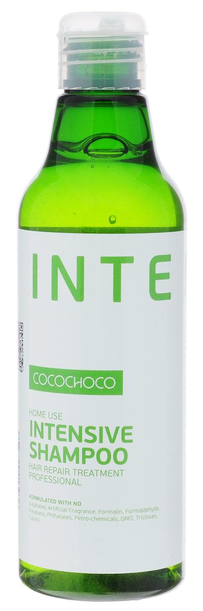 CocoChoco Intensive Шампунь для интенсивного увлажнения 250 мл936Шампунь Intensive Shampoo для интенсивного увлажнения и ухода за сухими и повреждёнными волосами. Глубоко проникает в структуру волоса, питает от корней до самых кончиков, устраняет и предотвращает ломкость, облегчает расчёсывание. Идеально подходит как средство ухода после процедуры кератинового восстановления волос. Состав: KERAMIMIC - натуральный кватернизированный кератин, технология биомиметики воссоздает материю волоса, восстанавливает полипиптидные цепочки, саморегулируемая формула. MIRUSTYLE - снижает пушистость, придает гладкость волосам, отлично работает как на прямых, так и на вьющихся волосах. LUSTRAPLEX - интенсивный компонент глубокого действия, распутывает волосы и облегчает расчесывание, придает сияние и блеск