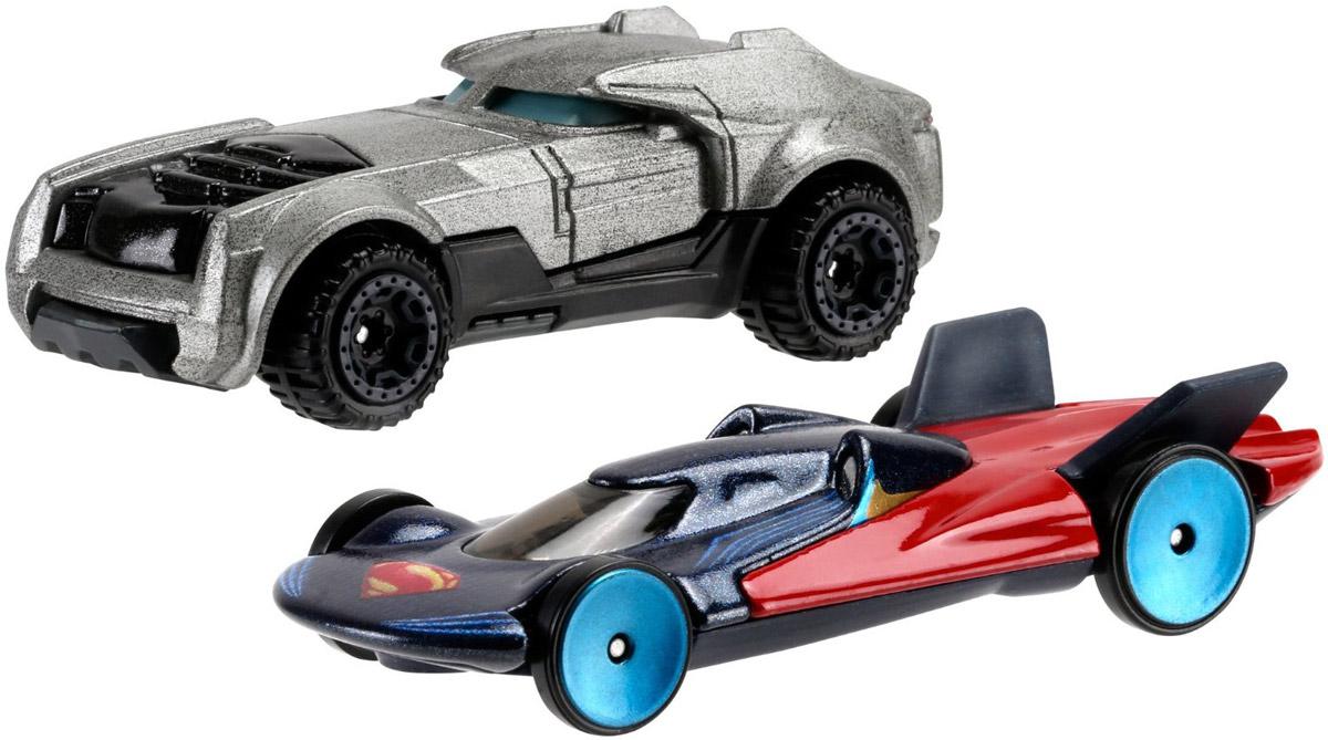 Hot Wheels Набор машинок Armored Batman & Man of SteelDJP09Набор машинок Hot Wheels Armored Batman & Man of Steel непременно приведут в восторг вашего малыша. Игрушки изготовлены из высококачественного пластика с элементами из металла в стиле любимых персонажей фильма Бэтмен против Супермена. Колесики машинок имеют свободный ход. Ваш ребенок будет с удовольствием играть с этими машинками, придумывая различные истории. Порадуйте его таким замечательным подарком.