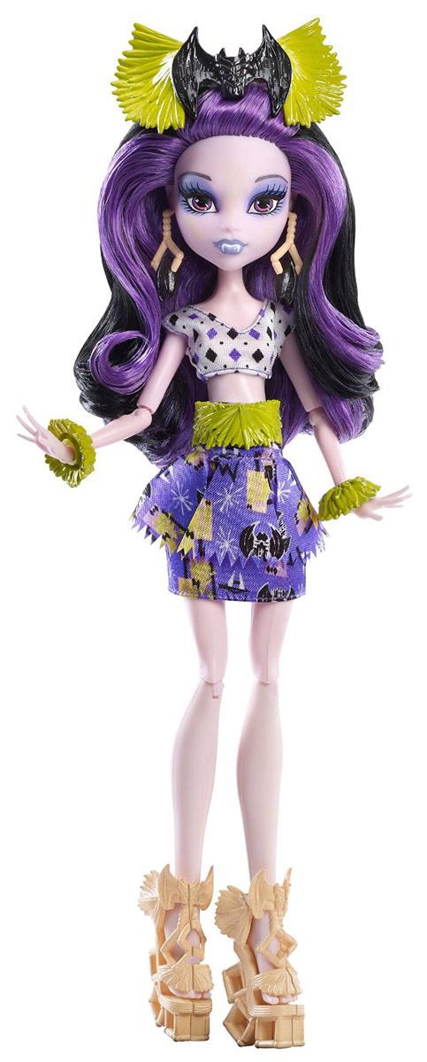 Monster High Кукла Элиссабэт цвет наряда фиолетовыйDKX98_DKY00Отправляйтесь на каникулы с куклами из Школы монстров, которые принарядились для хищного туризма и диких пляжей! Кукла Monster High Элиссабэт одета в тропическом стиле. Подвижные плечи, локти и колени позволят ей разыгрывать напряженные сюжеты. Элиссабэт - дочь вампира. Она одета в наряд своего любимого цвета, украшенный узорами из летучих мышей. Также имеются завораживающие аксессуары: драгоценности и пояс. Образ дополняют туфельки и украшения для волос. Длинные локоны с контрастной прядью приятно расчесывать, из них получится множество оригинальных причесок. Обрадуйте своего ребенка таким прекрасным подарком!