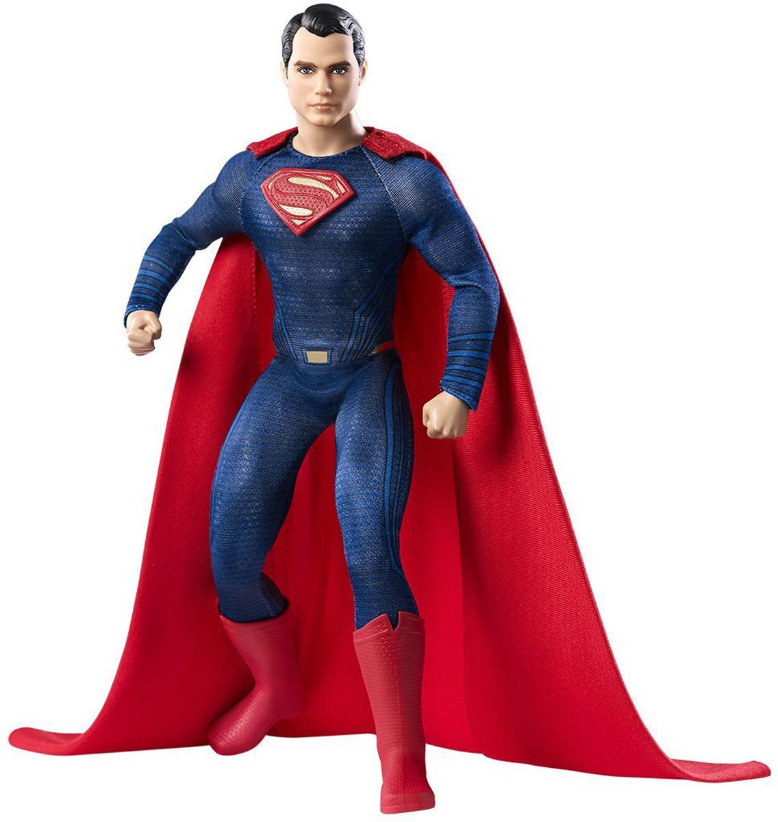 Barbie Кукла СуперменDGY03_DGY06Кукла Barbie Супермен посвящена выходу фильма Бэтмен против Супермена. Кукла предстает в образе одного из главных персонажей. Супермен, кто он? Спаситель или инопланетная угроза? Может ли этот милый молодой человек с темными волосами и ярко-синими глазами нести опасность? Кукла одета в облегающий костюм синего цвета с нашитой буквой S на груди, красный плащ и высокие красные сапоги. Решите на чьей вы стороне!