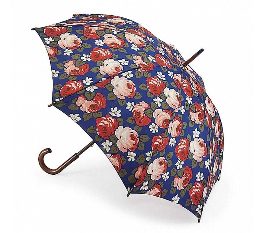 Зонт-трость женский Cath Kidston Kensington, механический, цвет: темно-синий, красный, розовый, темно-зеленый. L541-2741L541-2741 AubreyRoseЯркий механический зонт-трость Cath Kidston Kensington даже в ненастную погоду позволит вам оставаться стильной и элегантной. Каркас зонта включает 8 спиц из фибергласса с деревянным наконечниками. Стержень изготовлен из дерева. Купол зонта выполнен из износостойкого полиэстера и оформлен цветочным принтом. Изделие дополнено удобной рукояткой из гладкого дерева. Зонт механического сложения: купол открывается и закрывается вручную до характерного щелчка. Модель дополнительно застегивается с помощью двух хлястиков: на кнопку и липучку с декоративной пуговицей. Такой зонт не только надежно защитит вас от дождя, но и станет стильным аксессуаром, который идеально подчеркнет ваш неповторимый образ.