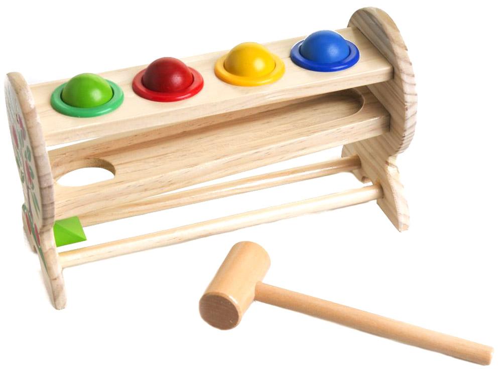 Мир деревянных игрушек Игровой набор Горка-шарикиД003Игровой набор Горка-шарики привлечет внимание вашего ребенка и займет его внимание надолго. Набор состоит из горки с четырьмя круглыми отверстиями, молоточка и четырех шариков зеленого, желтого, красного и синего цветов. Игровой набор очень прост в использовании, стоит всего лишь разложить шарики по своим местам на горке и при помощи молоточка проталкивать их в низ, чтобы шарики скатились по наклонной и оказались на самом нижнем уровне горки. Деревянные шарики не проваливаются самопроизвольно, так как они удерживаются пластиковыми кольцами, вклеенными в отверстия деревянной основы. Игровой набор Горка-шарики способствует развитию цветовосприятия, сообразительности и мелкой моторики рук.