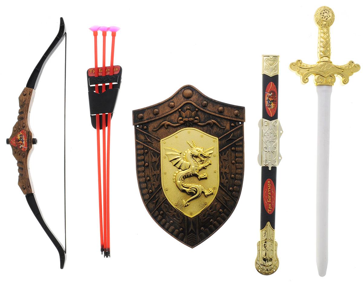 Играем вместе Набор оружия Три богатыря 8 предметовB608255-R1С набором оружия Играем вместе Три богатыря ваш ребенок почувствует себя настоящим защитником и сможет создать несколько игровых сцен средневековья, попробовав себя в роли рыцаря или богатыря. В набор входят щит, меч с ножнами, лук, футляр для стрел и три стрелы. Все элементы выполнены из прочного и безопасного для ребенка материала. Порадуйте своего ребенка таким замечательным подарком!