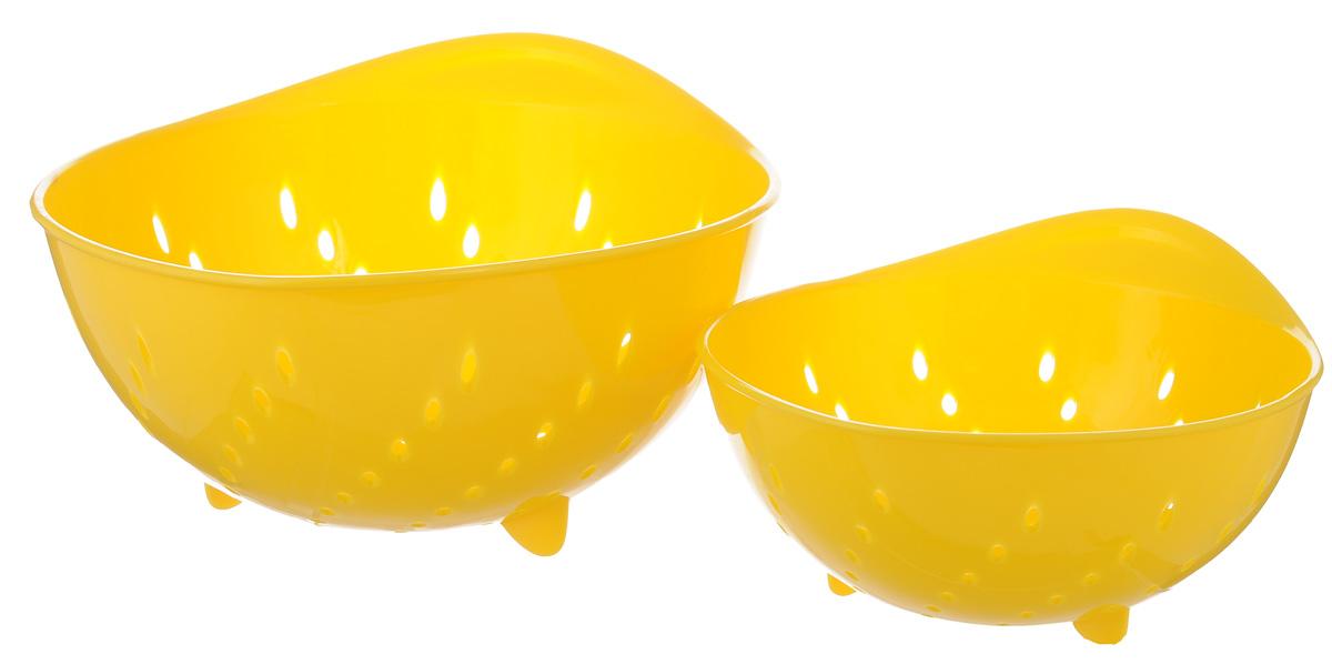 Набор дуршлагов Tescoma Presto Tone, цвет: желтый, 2 шт420601_желтыйНабор Tescoma Presto Tone состоит из двух дуршлагов разных размеров. Изделия выполнены из высокопрочного пищевого пластика, оснащены ножками и ручкой. Дуршлаги отлично подходят для ополаскивания, мытья и процеживания. Пригодны для мытья в посудомоечной машине. Размер малого дуршлага: 19 х 16 х 9 см. Размер большого дуршлага: 23 х 21 х 11,5 см.