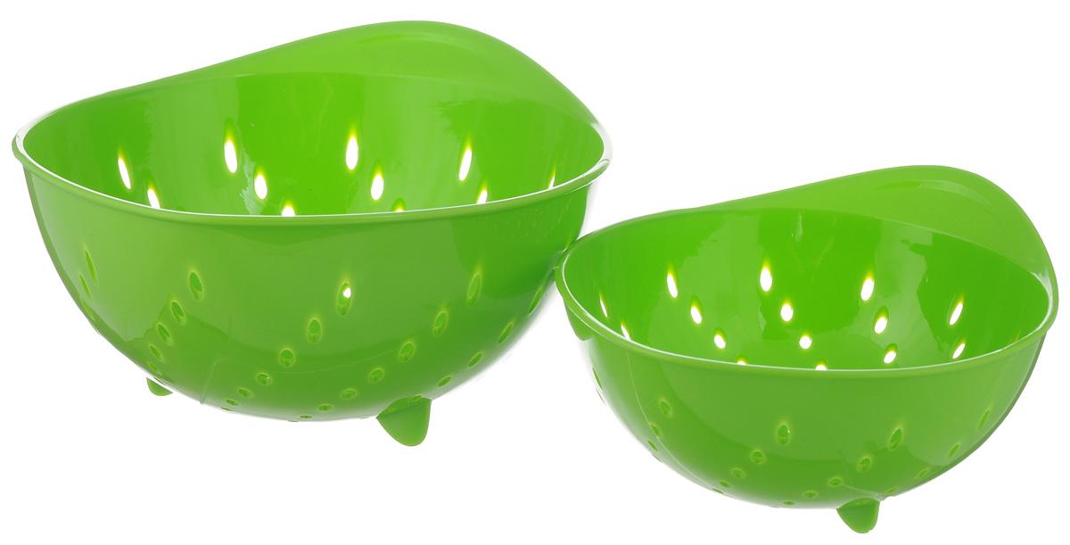 Набор дуршлагов Tescoma Presto Tone, цвет: зеленый, 2 шт420601_зеленыйНабор Tescoma Presto Tone состоит из двух дуршлагов разных размеров. Изделия выполнены из высокопрочного пищевого пластика, оснащены ножками и ручкой. Дуршлаги отлично подходят для удобного ополаскивания, мытья и процеживания. Пригодны для мытья в посудомоечной машине. Размер малого дуршлага: 19 х 16 х 9 см. Размер большого дуршлага: 23 х 21 х 11,5 см.