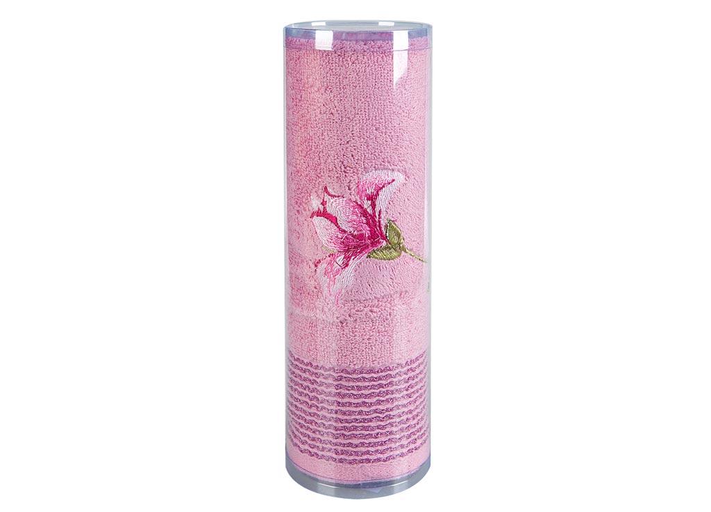 Полотенце махровое Soavita Df. Alice, цвет: розовый, 50 х 90 см82681Махровое полотно создается из хлопковых нитей, которые, в свою очередь, прядутся из множества хлопковых волокон. Чем длиннее эти волокна, тем прочнее будет нить, и, соответственно, изделие. Длина составляющих хлопковую нить волокон влияет и на фактуру получаемой ткани: чем они длиннее, тем мягче и пушистее получится махровое изделие, тем лучше будет впитывать изделие воду. Хотя на впитывающие качество махры – ее гигроскопичность, не в последнюю очередь влияет состав волокна. Мягкая махровая ткань отлично впитывает влагу и быстро сохнет. Soavita – это популярный бренд домашнего текстиля. Дизайнерская студия этой фирмы находится во Флоренции, Италия. Производство перенесено в Китай, чтобы сделать продукцию более доступной для покупателей. Таким образом, вы имеете возможность покупать продукцию европейского качества совсем не дорого. Домашний текстиль прослужит вам долго: все детали качественно прошиты, ткани очень плотные, рисунок наносится безопасными для здоровья красителями, не...