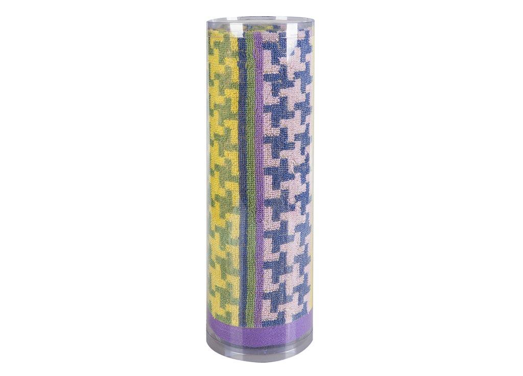 Полотенце махровое Soavita Азарт, цвет: лиловый, 50 х 90 см82747Махровое полотно создается из хлопковых нитей, которые, в свою очередь, прядутся из множества хлопковых волокон. Чем длиннее эти волокна, тем прочнее будет нить, и, соответственно, изделие. Длина составляющих хлопковую нить волокон влияет и на фактуру получаемой ткани: чем они длиннее, тем мягче и пушистее получится махровое изделие, тем лучше будет впитывать изделие воду. Хотя на впитывающие качество махры – ее гигроскопичность, не в последнюю очередь влияет состав волокна. Мягкая махровая ткань отлично впитывает влагу и быстро сохнет. Soavita – это популярный бренд домашнего текстиля. Дизайнерская студия этой фирмы находится во Флоренции, Италия. Производство перенесено в Китай, чтобы сделать продукцию более доступной для покупателей. Таким образом, вы имеете возможность покупать продукцию европейского качества совсем не дорого. Домашний текстиль прослужит вам долго: все детали качественно прошиты, ткани очень плотные, рисунок наносится безопасными для здоровья красителями, не...