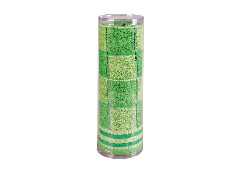 Полотенце махровое Soavita Шахматы, цвет: зеленый, 45 х 90 см82748Махровое полотно создается из хлопковых нитей, которые, в свою очередь, прядутся из множества хлопковых волокон. Чем длиннее эти волокна, тем прочнее будет нить, и, соответственно, изделие. Длина составляющих хлопковую нить волокон влияет и на фактуру получаемой ткани: чем они длиннее, тем мягче и пушистее получится махровое изделие, тем лучше будет впитывать изделие воду. Хотя на впитывающие качество махры – ее гигроскопичность, не в последнюю очередь влияет состав волокна. Мягкая махровая ткань отлично впитывает влагу и быстро сохнет. Soavita – это популярный бренд домашнего текстиля. Дизайнерская студия этой фирмы находится во Флоренции, Италия. Производство перенесено в Китай, чтобы сделать продукцию более доступной для покупателей. Таким образом, вы имеете возможность покупать продукцию европейского качества совсем не дорого. Домашний текстиль прослужит вам долго: все детали качественно прошиты, ткани очень плотные, рисунок наносится безопасными для здоровья красителями, не...