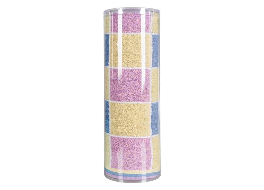 Полотенце махровое Soavita Презент, цвет: синий, 70 х 140 см82982Махровое полотно создается из хлопковых нитей, которые, в свою очередь, прядутся из множества хлопковых волокон. Чем длиннее эти волокна, тем прочнее будет нить, и, соответственно, изделие. Длина составляющих хлопковую нить волокон влияет и на фактуру получаемой ткани: чем они длиннее, тем мягче и пушистее получится махровое изделие, тем лучше будет впитывать изделие воду. Хотя на впитывающие качество махры – ее гигроскопичность, не в последнюю очередь влияет состав волокна. Мягкая махровая ткань отлично впитывает влагу и быстро сохнет. Soavita – это популярный бренд домашнего текстиля. Дизайнерская студия этой фирмы находится во Флоренции, Италия. Производство перенесено в Китай, чтобы сделать продукцию более доступной для покупателей. Таким образом, вы имеете возможность покупать продукцию европейского качества совсем не дорого. Домашний текстиль прослужит вам долго: все детали качественно прошиты, ткани очень плотные, рисунок наносится безопасными для здоровья красителями, не...