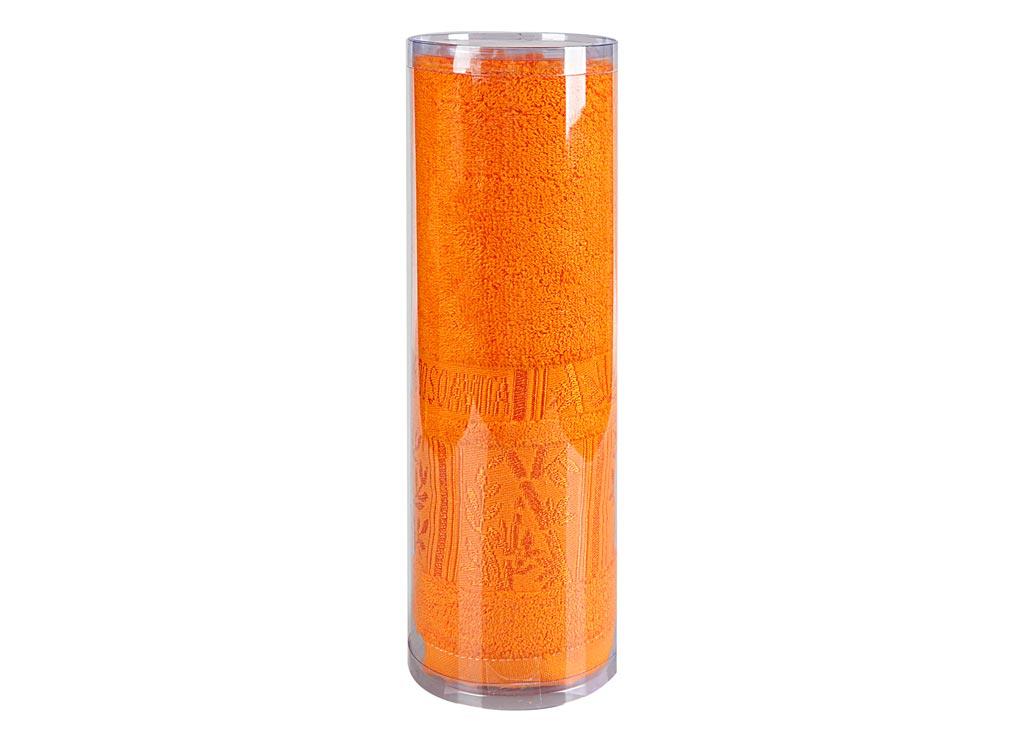 Полотенце махровое Soavita Sofia, цвет: оранжевый, 70 х 140 см82997Махровое полотно создается из хлопковых нитей, которые, в свою очередь, прядутся из множества хлопковых волокон. Чем длиннее эти волокна, тем прочнее будет нить, и, соответственно, изделие. Длина составляющих хлопковую нить волокон влияет и на фактуру получаемой ткани: чем они длиннее, тем мягче и пушистее получится махровое изделие, тем лучше будет впитывать изделие воду. Хотя на впитывающие качество махры – ее гигроскопичность, не в последнюю очередь влияет состав волокна. Мягкая махровая ткань отлично впитывает влагу и быстро сохнет. Soavita – это популярный бренд домашнего текстиля. Дизайнерская студия этой фирмы находится во Флоренции, Италия. Производство перенесено в Китай, чтобы сделать продукцию более доступной для покупателей. Таким образом, вы имеете возможность покупать продукцию европейского качества совсем не дорого. Домашний текстиль прослужит вам долго: все детали качественно прошиты, ткани очень плотные, рисунок наносится безопасными для здоровья красителями, не...