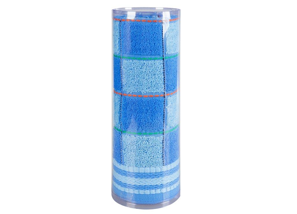 Полотенце махровое Soavita Шахматы, цвет: синий, 68 х 135 см83025Махровое полотно создается из хлопковых нитей, которые, в свою очередь, прядутся из множества хлопковых волокон. Чем длиннее эти волокна, тем прочнее будет нить, и, соответственно, изделие. Длина составляющих хлопковую нить волокон влияет и на фактуру получаемой ткани: чем они длиннее, тем мягче и пушистее получится махровое изделие, тем лучше будет впитывать изделие воду. Хотя на впитывающие качество махры – ее гигроскопичность, не в последнюю очередь влияет состав волокна. Мягкая махровая ткань отлично впитывает влагу и быстро сохнет. Soavita – это популярный бренд домашнего текстиля. Дизайнерская студия этой фирмы находится во Флоренции, Италия. Производство перенесено в Китай, чтобы сделать продукцию более доступной для покупателей. Таким образом, вы имеете возможность покупать продукцию европейского качества совсем не дорого. Домашний текстиль прослужит вам долго: все детали качественно прошиты, ткани очень плотные, рисунок наносится безопасными для здоровья красителями, не...