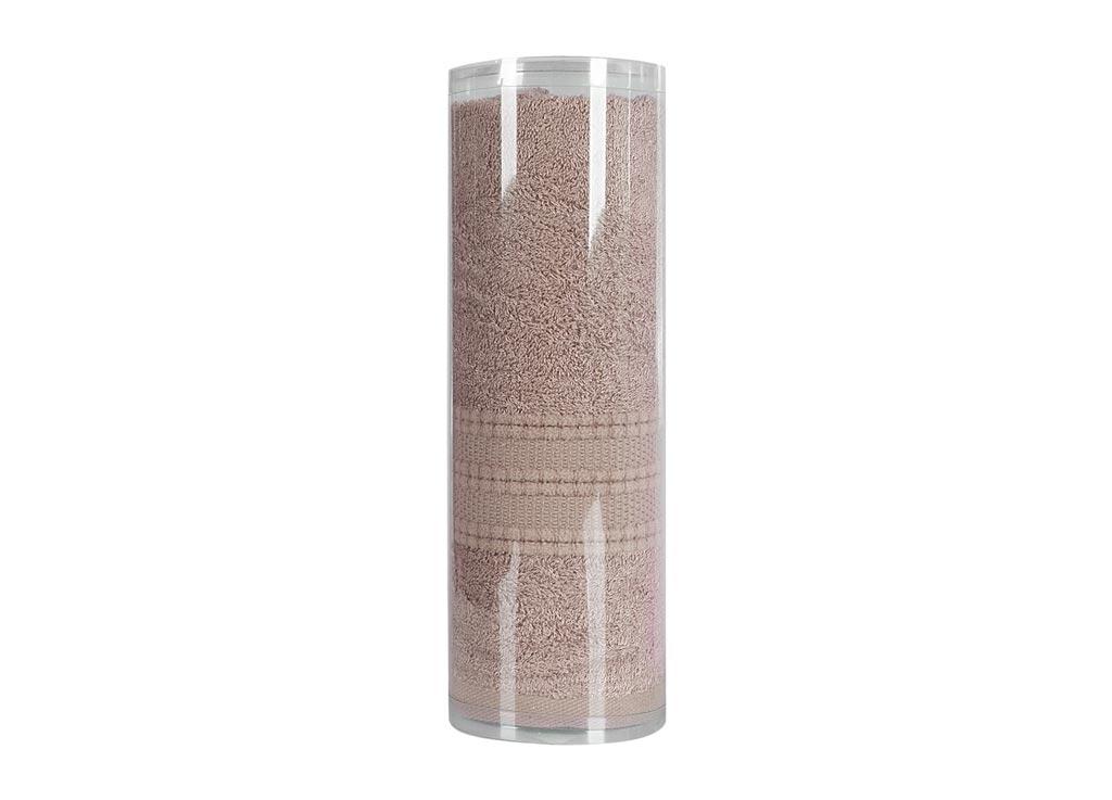 Полотенце махровое Soavita Eo. Вояж, цвет: коричневый, 50 х 90 см83068Махровое полотно создается из хлопковых нитей, которые, в свою очередь, прядутся из множества хлопковых волокон. Чем длиннее эти волокна, тем прочнее будет нить, и, соответственно, изделие. Длина составляющих хлопковую нить волокон влияет и на фактуру получаемой ткани: чем они длиннее, тем мягче и пушистее получится махровое изделие, тем лучше будет впитывать изделие воду. Хотя на впитывающие качество махры – ее гигроскопичность, не в последнюю очередь влияет состав волокна. Мягкая махровая ткань отлично впитывает влагу и быстро сохнет. Soavita – это популярный бренд домашнего текстиля. Дизайнерская студия этой фирмы находится во Флоренции, Италия. Производство перенесено в Китай, чтобы сделать продукцию более доступной для покупателей. Таким образом, вы имеете возможность покупать продукцию европейского качества совсем не дорого. Домашний текстиль прослужит вам долго: все детали качественно прошиты, ткани очень плотные, рисунок наносится безопасными для здоровья красителями, не...