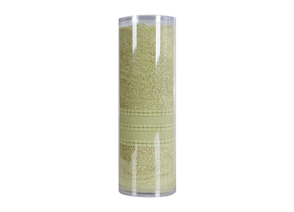 Полотенце махровое Soavita Eo. Вояж, цвет: зеленый, 50 х 90 см83069Махровое полотно создается из хлопковых нитей, которые, в свою очередь, прядутся из множества хлопковых волокон. Чем длиннее эти волокна, тем прочнее будет нить, и, соответственно, изделие. Длина составляющих хлопковую нить волокон влияет и на фактуру получаемой ткани: чем они длиннее, тем мягче и пушистее получится махровое изделие, тем лучше будет впитывать изделие воду. Хотя на впитывающие качество махры – ее гигроскопичность, не в последнюю очередь влияет состав волокна. Мягкая махровая ткань отлично впитывает влагу и быстро сохнет. Soavita – это популярный бренд домашнего текстиля. Дизайнерская студия этой фирмы находится во Флоренции, Италия. Производство перенесено в Китай, чтобы сделать продукцию более доступной для покупателей. Таким образом, вы имеете возможность покупать продукцию европейского качества совсем не дорого. Домашний текстиль прослужит вам долго: все детали качественно прошиты, ткани очень плотные, рисунок наносится безопасными для здоровья красителями, не...