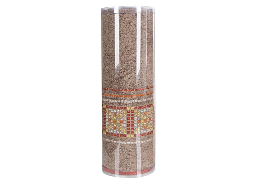 Полотенце махровое Soavita Eo. Star, цвет: светло-коричневый, 70 х 140 см83074Махровое полотно создается из хлопковых нитей, которые, в свою очередь, прядутся из множества хлопковых волокон. Чем длиннее эти волокна, тем прочнее будет нить, и, соответственно, изделие. Длина составляющих хлопковую нить волокон влияет и на фактуру получаемой ткани: чем они длиннее, тем мягче и пушистее получится махровое изделие, тем лучше будет впитывать изделие воду. Хотя на впитывающие качество махры – ее гигроскопичность, не в последнюю очередь влияет состав волокна. Мягкая махровая ткань отлично впитывает влагу и быстро сохнет. Soavita – это популярный бренд домашнего текстиля. Дизайнерская студия этой фирмы находится во Флоренции, Италия. Производство перенесено в Китай, чтобы сделать продукцию более доступной для покупателей. Таким образом, вы имеете возможность покупать продукцию европейского качества совсем не дорого. Домашний текстиль прослужит вам долго: все детали качественно прошиты, ткани очень плотные, рисунок наносится безопасными для здоровья красителями, не...