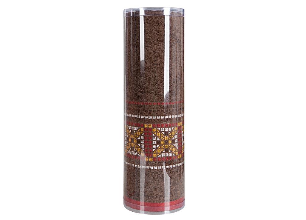 Полотенце махровое Soavita Eo. Star, цвет: коричневый, 70 х 140 см83075Махровое полотно создается из хлопковых нитей, которые, в свою очередь, прядутся из множества хлопковых волокон. Чем длиннее эти волокна, тем прочнее будет нить, и, соответственно, изделие. Длина составляющих хлопковую нить волокон влияет и на фактуру получаемой ткани: чем они длиннее, тем мягче и пушистее получится махровое изделие, тем лучше будет впитывать изделие воду. Хотя на впитывающие качество махры – ее гигроскопичность, не в последнюю очередь влияет состав волокна. Мягкая махровая ткань отлично впитывает влагу и быстро сохнет. Soavita – это популярный бренд домашнего текстиля. Дизайнерская студия этой фирмы находится во Флоренции, Италия. Производство перенесено в Китай, чтобы сделать продукцию более доступной для покупателей. Таким образом, вы имеете возможность покупать продукцию европейского качества совсем не дорого. Домашний текстиль прослужит вам долго: все детали качественно прошиты, ткани очень плотные, рисунок наносится безопасными для здоровья красителями, не...