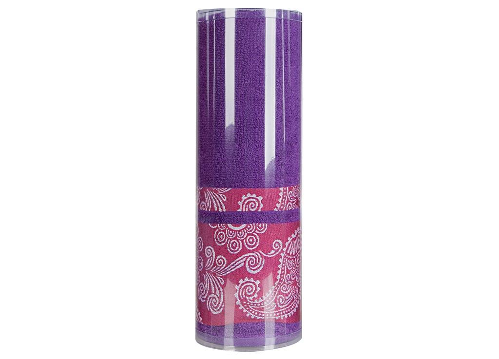 Полотенце махровое Soavita Eo. Cocktail, цвет: лиловый, 70 х 140 см83082Махровое полотно создается из хлопковых нитей, которые, в свою очередь, прядутся из множества хлопковых волокон. Чем длиннее эти волокна, тем прочнее будет нить, и, соответственно, изделие. Длина составляющих хлопковую нить волокон влияет и на фактуру получаемой ткани: чем они длиннее, тем мягче и пушистее получится махровое изделие, тем лучше будет впитывать изделие воду. Хотя на впитывающие качество махры – ее гигроскопичность, не в последнюю очередь влияет состав волокна. Мягкая махровая ткань отлично впитывает влагу и быстро сохнет. Soavita – это популярный бренд домашнего текстиля. Дизайнерская студия этой фирмы находится во Флоренции, Италия. Производство перенесено в Китай, чтобы сделать продукцию более доступной для покупателей. Таким образом, вы имеете возможность покупать продукцию европейского качества совсем не дорого. Домашний текстиль прослужит вам долго: все детали качественно прошиты, ткани очень плотные, рисунок наносится безопасными для здоровья красителями, не...