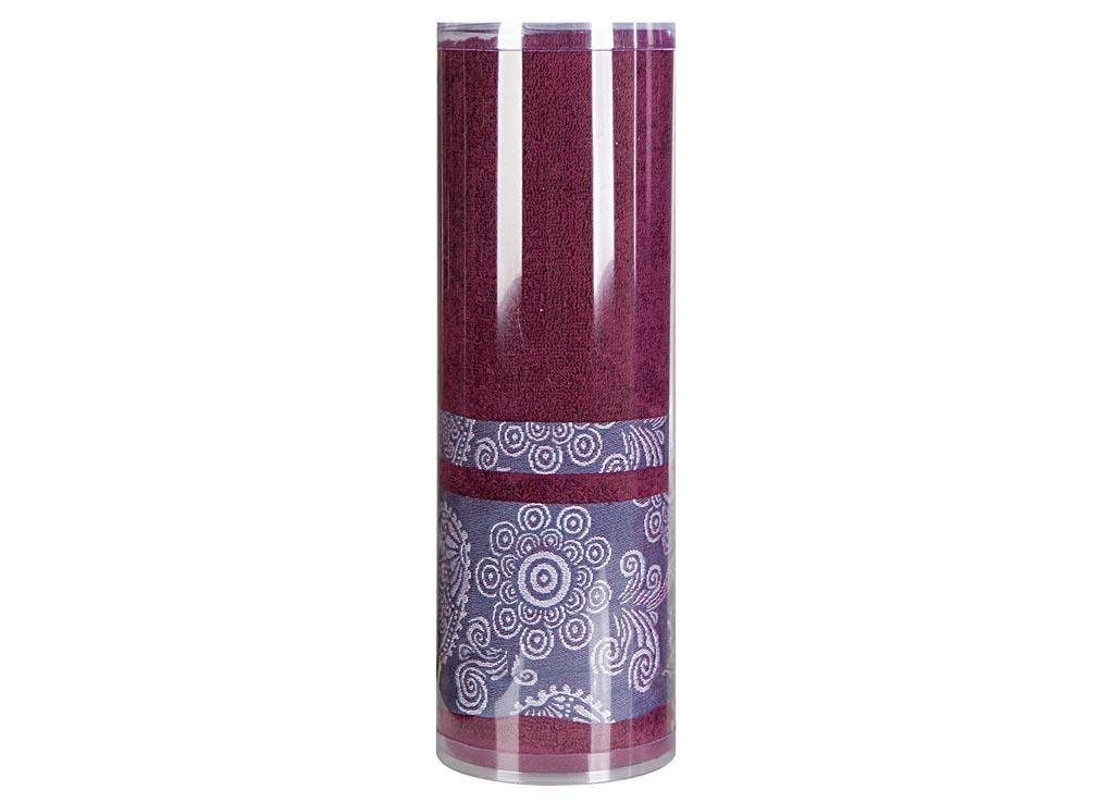 Полотенце махровое Soavita Eo. Cocktail, цвет: бордовый, 70 х 140 см83084Махровое полотно создается из хлопковых нитей, которые, в свою очередь, прядутся из множества хлопковых волокон. Чем длиннее эти волокна, тем прочнее будет нить, и, соответственно, изделие. Длина составляющих хлопковую нить волокон влияет и на фактуру получаемой ткани: чем они длиннее, тем мягче и пушистее получится махровое изделие, тем лучше будет впитывать изделие воду. Хотя на впитывающие качество махры – ее гигроскопичность, не в последнюю очередь влияет состав волокна. Мягкая махровая ткань отлично впитывает влагу и быстро сохнет. Soavita – это популярный бренд домашнего текстиля. Дизайнерская студия этой фирмы находится во Флоренции, Италия. Производство перенесено в Китай, чтобы сделать продукцию более доступной для покупателей. Таким образом, вы имеете возможность покупать продукцию европейского качества совсем не дорого. Домашний текстиль прослужит вам долго: все детали качественно прошиты, ткани очень плотные, рисунок наносится безопасными для здоровья красителями, не...