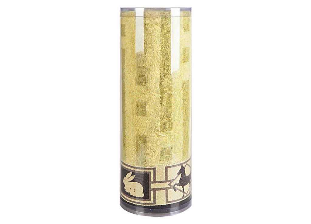 Полотенце махровое Soavita Аллюр, цвет: бежевый, 70 х 140 см83094Махровое полотно создается из хлопковых нитей, которые, в свою очередь, прядутся из множества хлопковых волокон. Чем длиннее эти волокна, тем прочнее будет нить, и, соответственно, изделие. Длина составляющих хлопковую нить волокон влияет и на фактуру получаемой ткани: чем они длиннее, тем мягче и пушистее получится махровое изделие, тем лучше будет впитывать изделие воду. Хотя на впитывающие качество махры – ее гигроскопичность, не в последнюю очередь влияет состав волокна. Мягкая махровая ткань отлично впитывает влагу и быстро сохнет. Soavita – это популярный бренд домашнего текстиля. Дизайнерская студия этой фирмы находится во Флоренции, Италия. Производство перенесено в Китай, чтобы сделать продукцию более доступной для покупателей. Таким образом, вы имеете возможность покупать продукцию европейского качества совсем не дорого. Домашний текстиль прослужит вам долго: все детали качественно прошиты, ткани очень плотные, рисунок наносится безопасными для здоровья красителями, не...