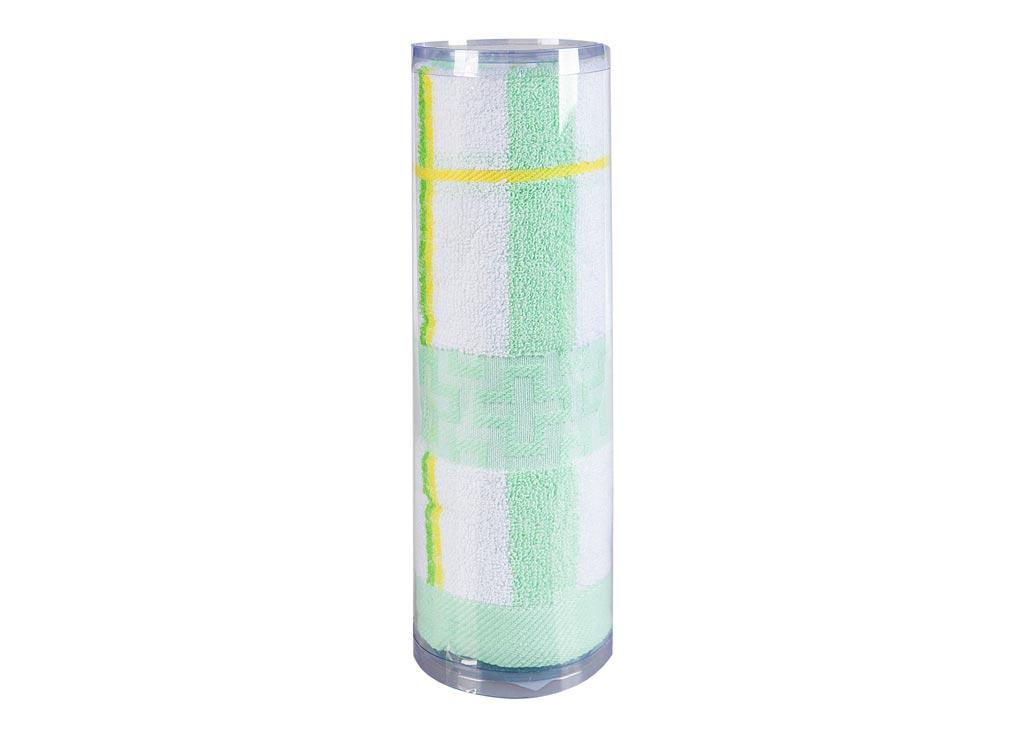 Полотенце махровое Soavita Df. Светлая клетка, цвет: зеленый, 50 х 100 см83100Махровое полотно создается из хлопковых нитей, которые, в свою очередь, прядутся из множества хлопковых волокон. Чем длиннее эти волокна, тем прочнее будет нить, и, соответственно, изделие. Длина составляющих хлопковую нить волокон влияет и на фактуру получаемой ткани: чем они длиннее, тем мягче и пушистее получится махровое изделие, тем лучше будет впитывать изделие воду. Хотя на впитывающие качество махры – ее гигроскопичность, не в последнюю очередь влияет состав волокна. Мягкая махровая ткань отлично впитывает влагу и быстро сохнет. Soavita – это популярный бренд домашнего текстиля. Дизайнерская студия этой фирмы находится во Флоренции, Италия. Производство перенесено в Китай, чтобы сделать продукцию более доступной для покупателей. Таким образом, вы имеете возможность покупать продукцию европейского качества совсем не дорого. Домашний текстиль прослужит вам долго: все детали качественно прошиты, ткани очень плотные, рисунок наносится безопасными для здоровья красителями, не...